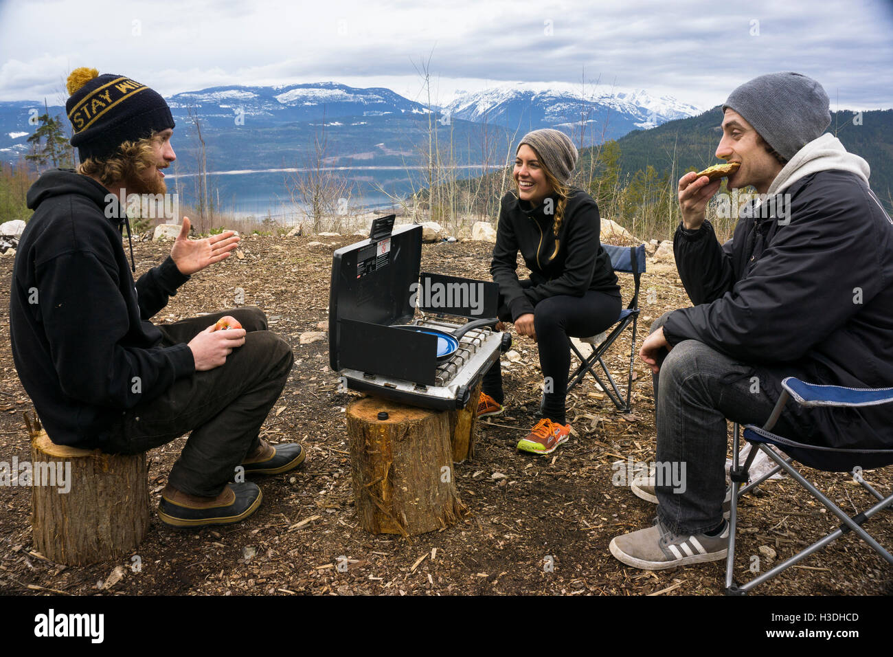 Friends eating a camp lunch - Stock Image