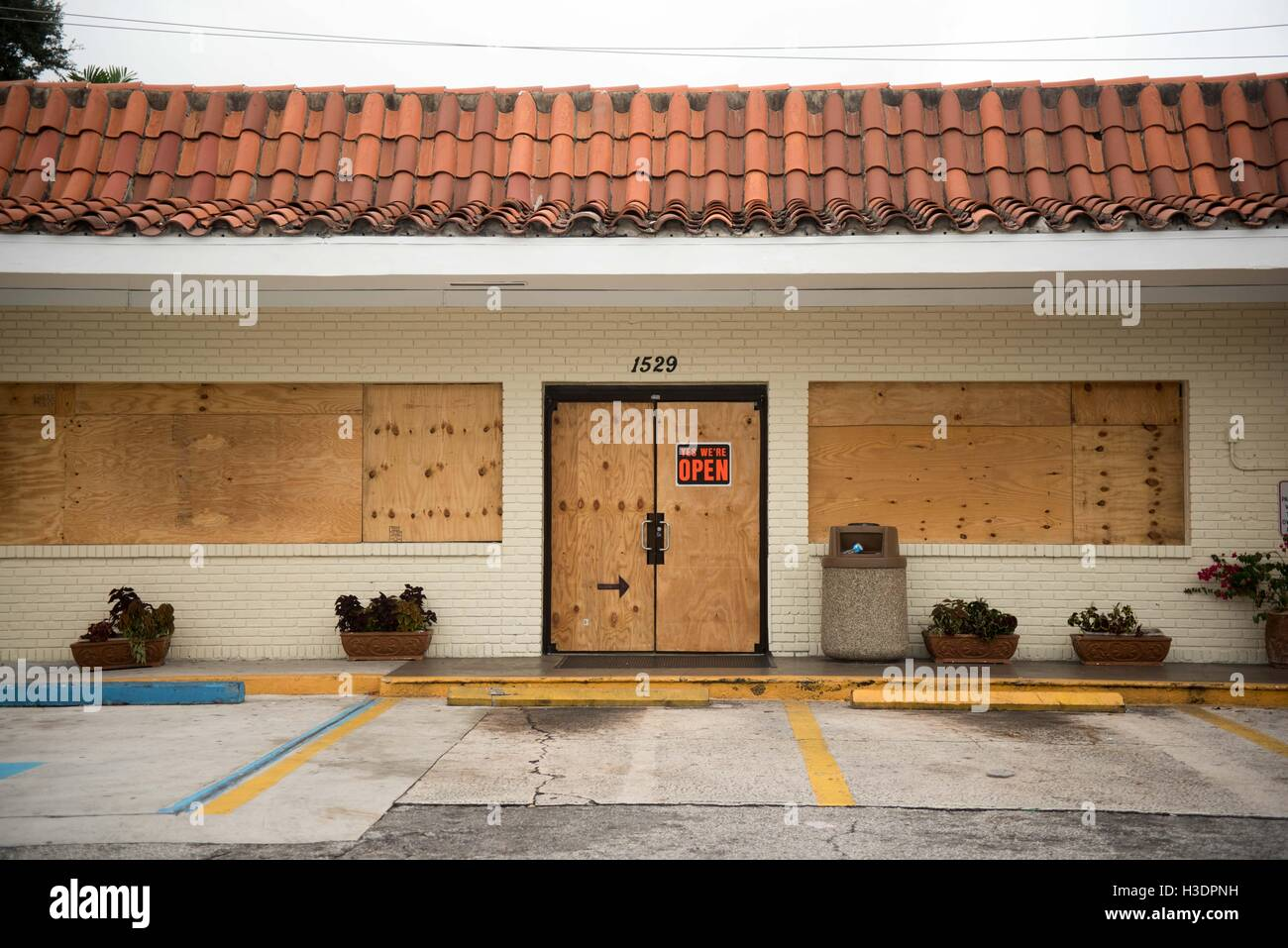 Fort Lauderdale, FL, USA. 29th Apr, 2016. Seven Eleven on Las Olas in Fort Lauderdale open for business on Thursday Stock Photo