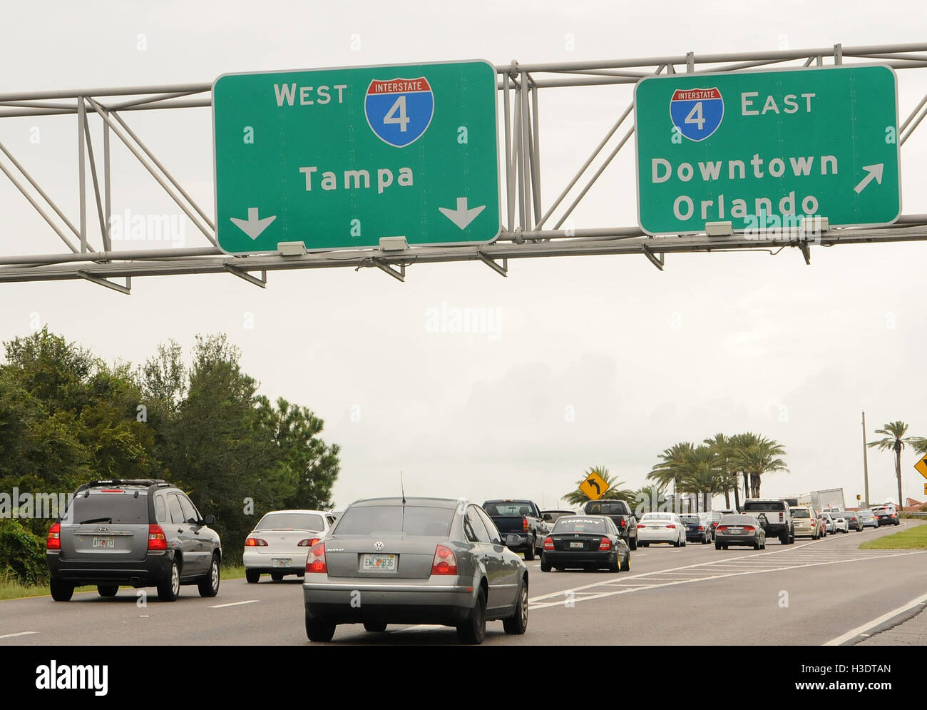Orlando, Florida, USA. 6th October, 2016. A steady stream of cars is seen heading west toward Tampa and away from Stock Photo
