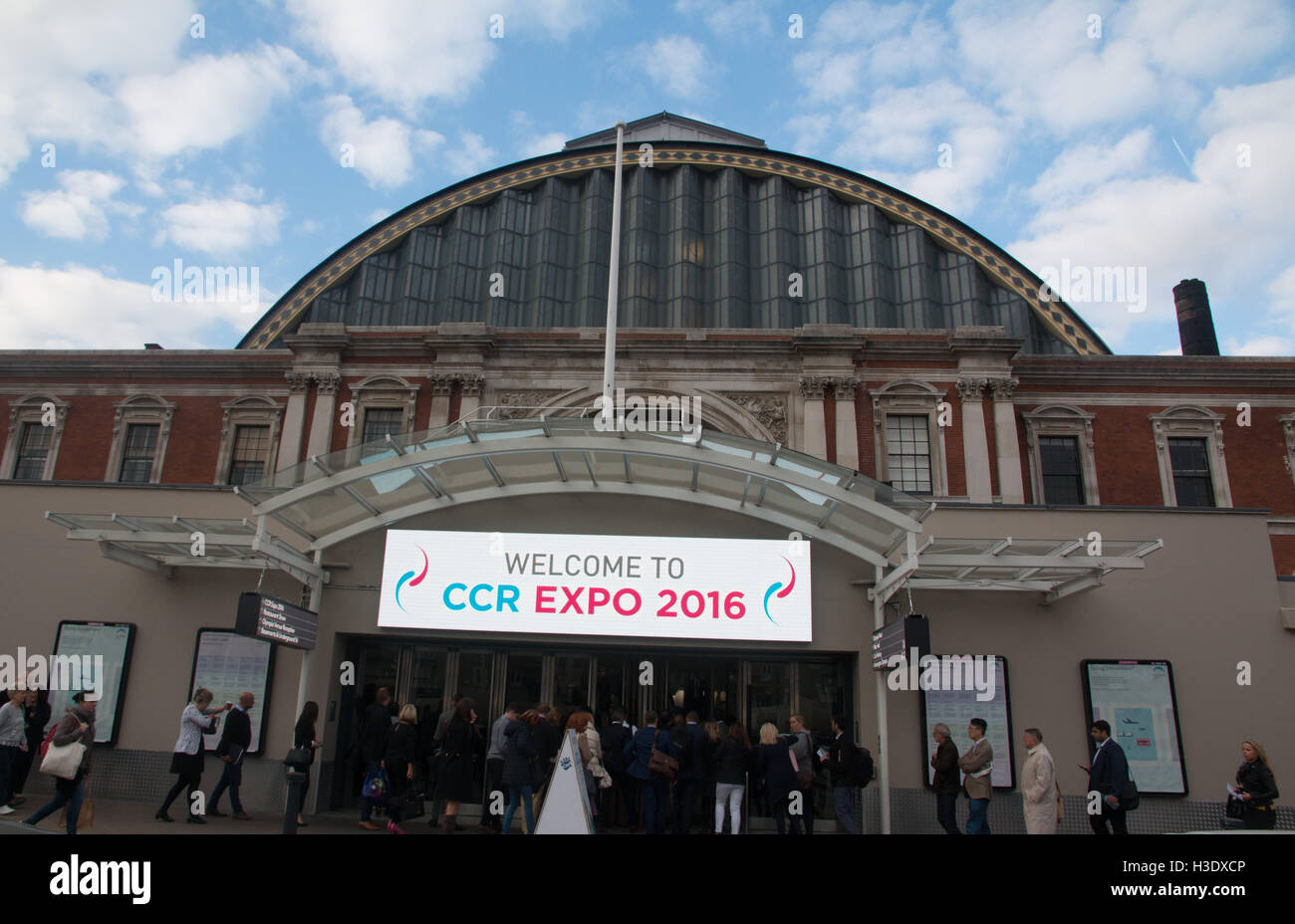 Olympia, London, UK  6th October, 2016  Early visitors to