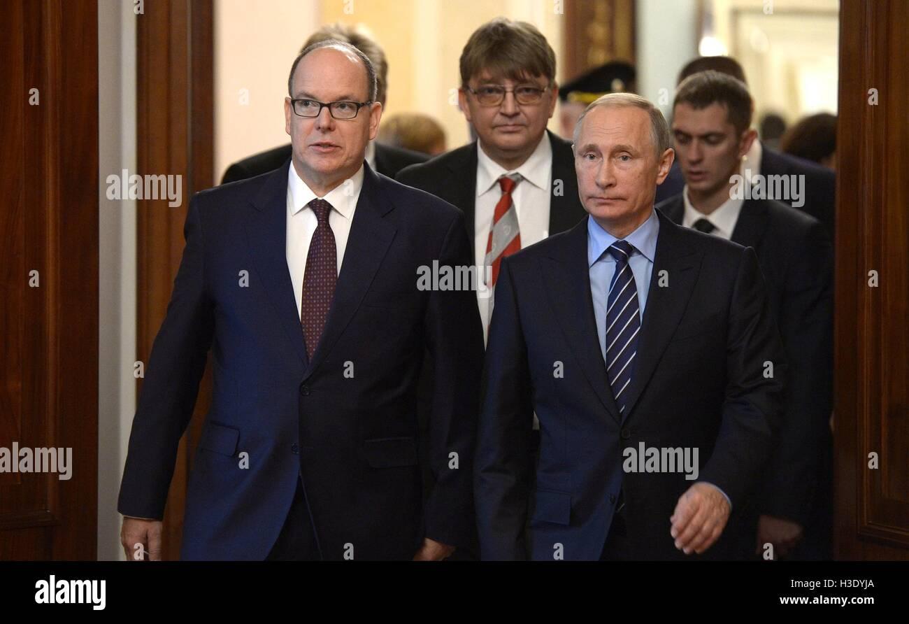 Moscow, Russia. 6th October, 2016. Russian President Vladimir Putin and Prince Albert II of Monaco, left, arrive - Stock Image
