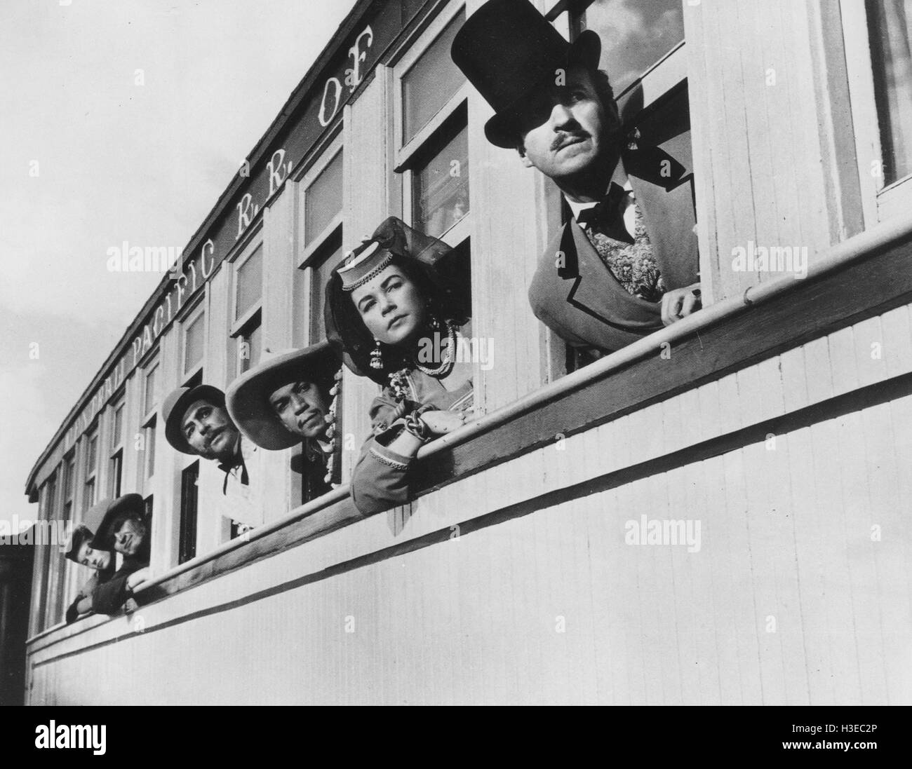 AROUND THE WORLD IN 80 DAYS 1956 United Artists film with from right: David Niven Shirley MacLaine, Cantinflas - Stock Image