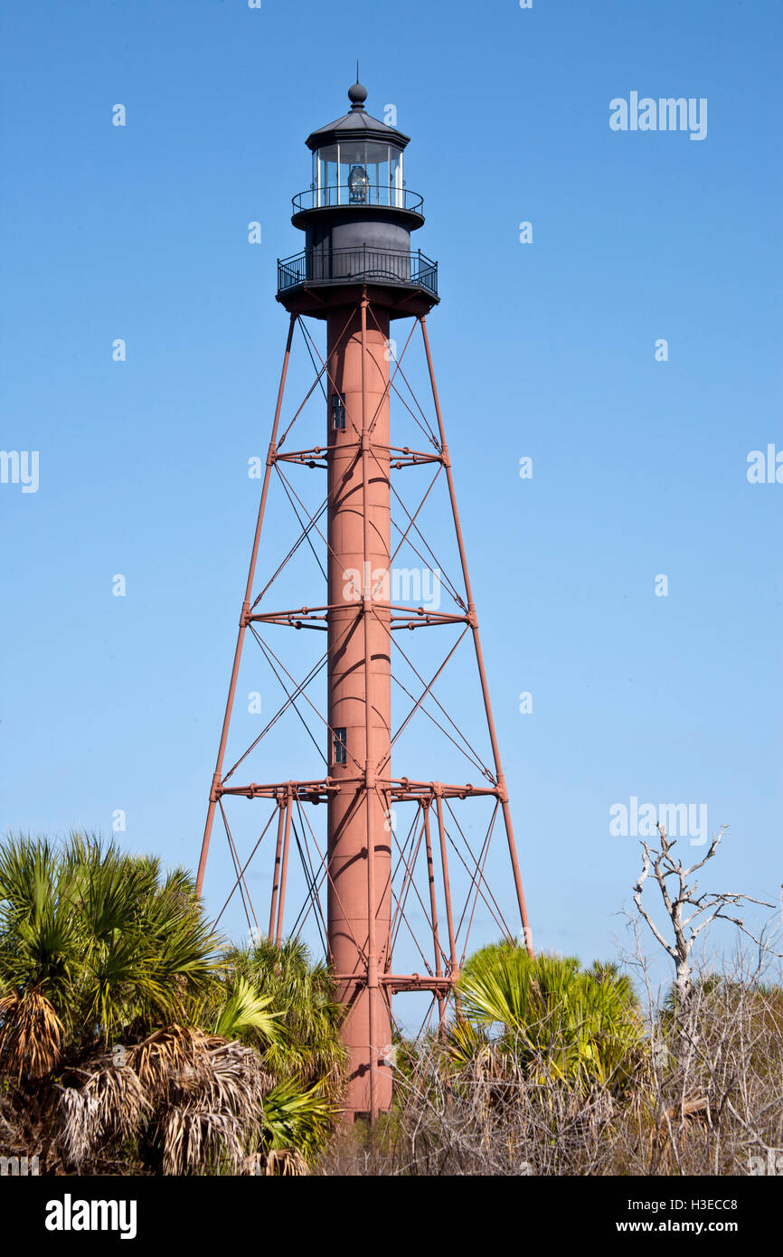 The brown skeletal structure of historic Anclote Lighthouse contrasts against a featureless blue sky 110ft above - Stock Image