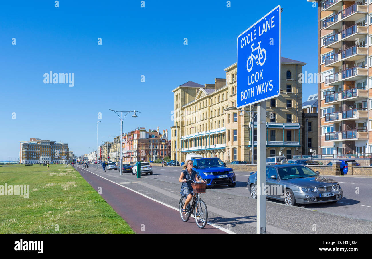 Cycle lane look both ways sign in Brighton, East Sussex, England, UK. - Stock Image