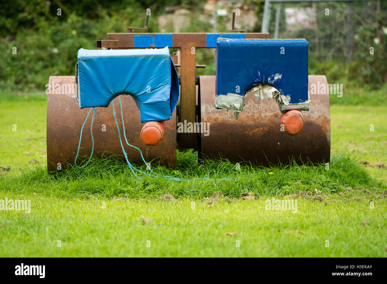 Rugby scrum machine from front. Old and rusty Rugby scrummage training device on pitch near Bath, in Somerset, UK - Stock Image