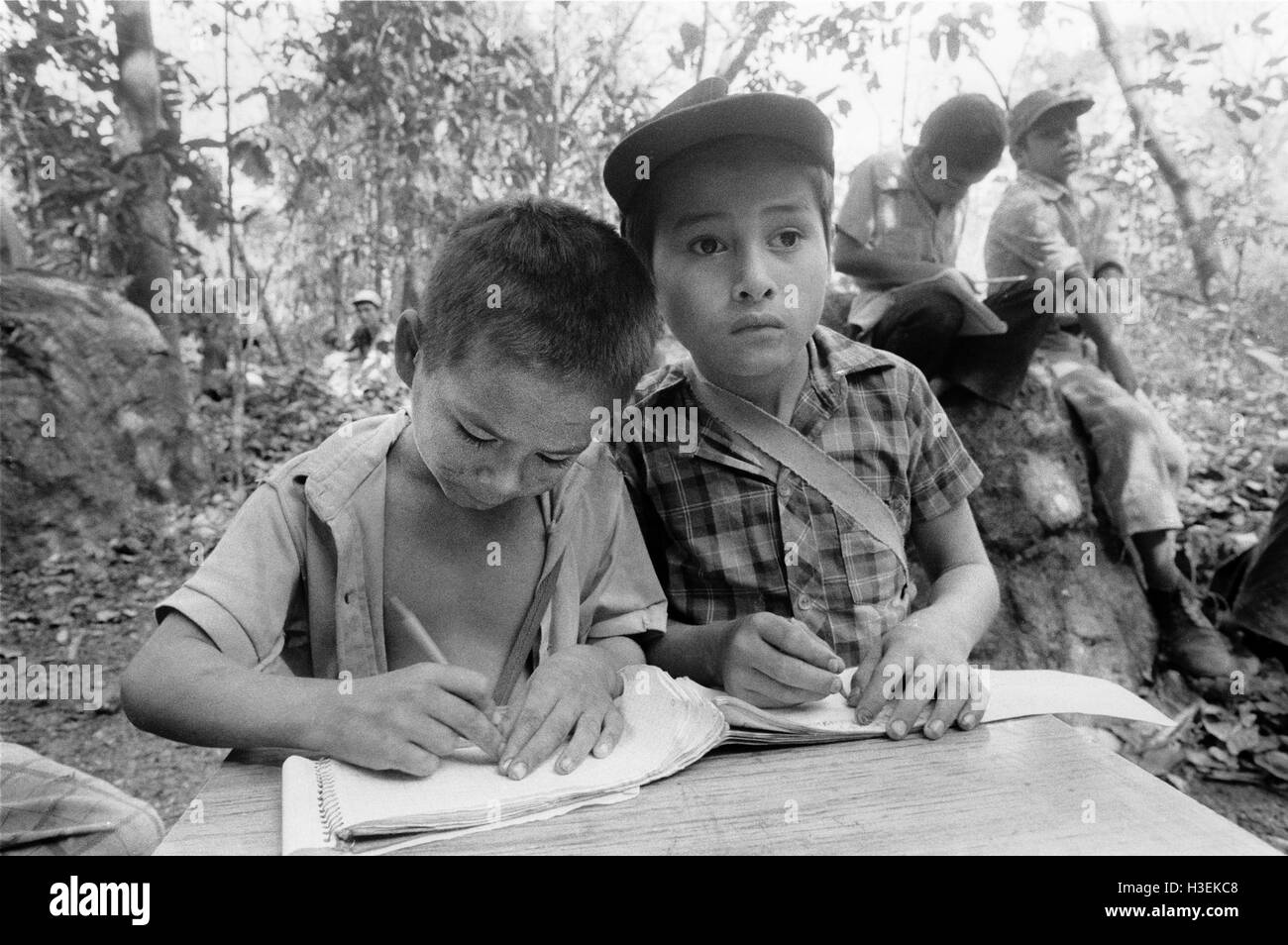 CHALATENANGO EL SALVADOR, FEB 1984: - Within the FPL Guerrilla's Zones of Control - a mixed children and adult - Stock Image