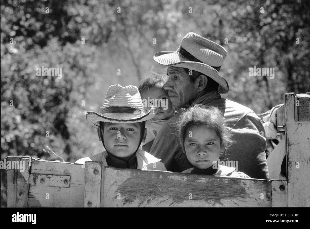 SAN SALVADOR, EL SALVADOR, FEB 1990 Salvadoran refugees return home to Morazan province after nine years across - Stock Image