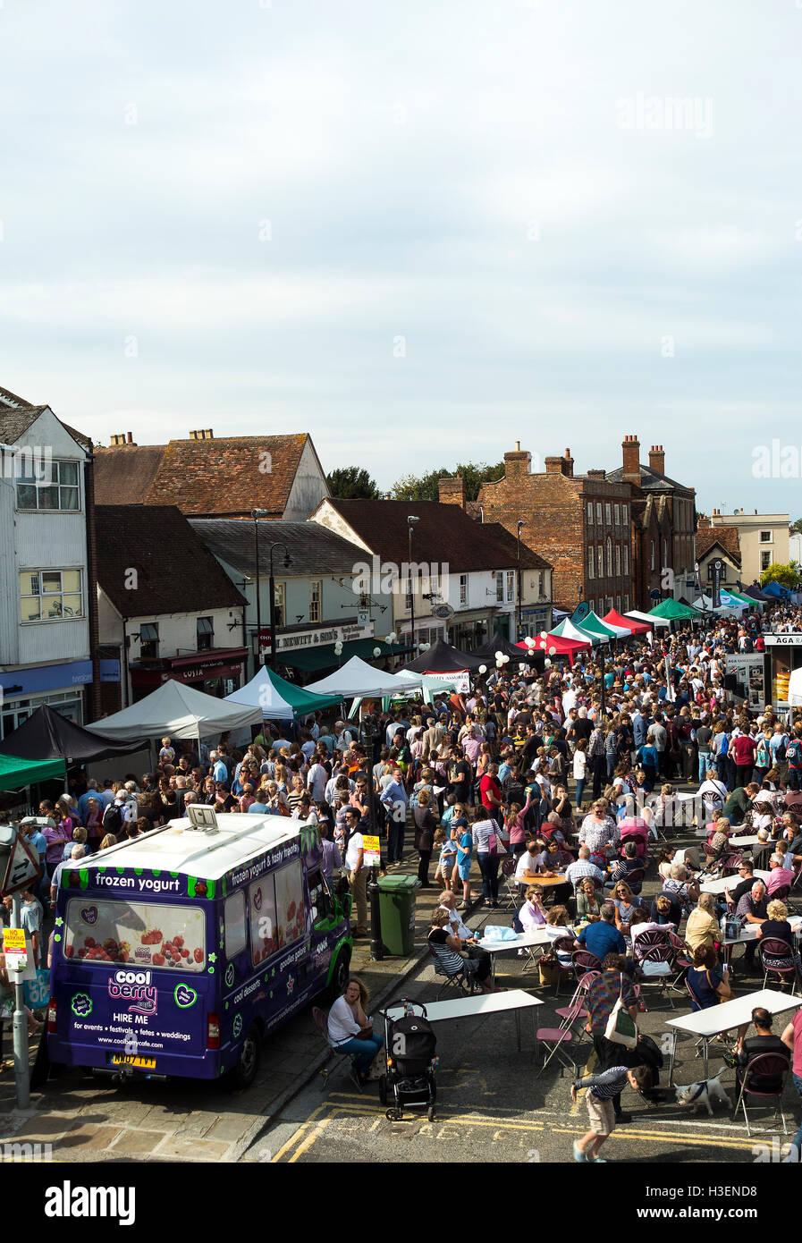 Hundreds of People Enjoying Thame Food Festival in the Sunshine Oxfordshire England United Kingdom UK - Stock Image