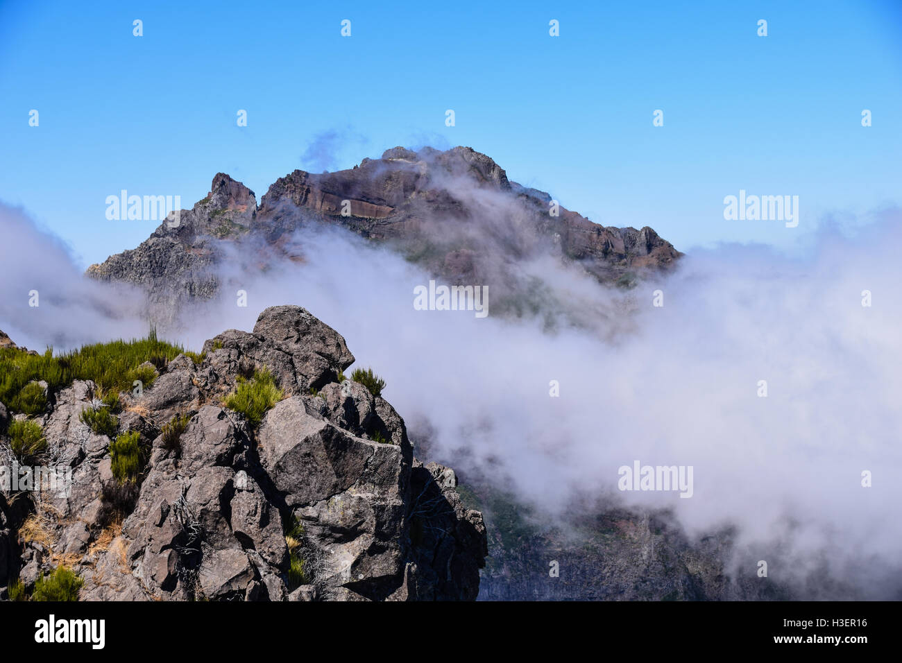 Clouds rolling in over the mountains of Pico Ruivo from Pico do Arieiro, Madeira - Stock Image
