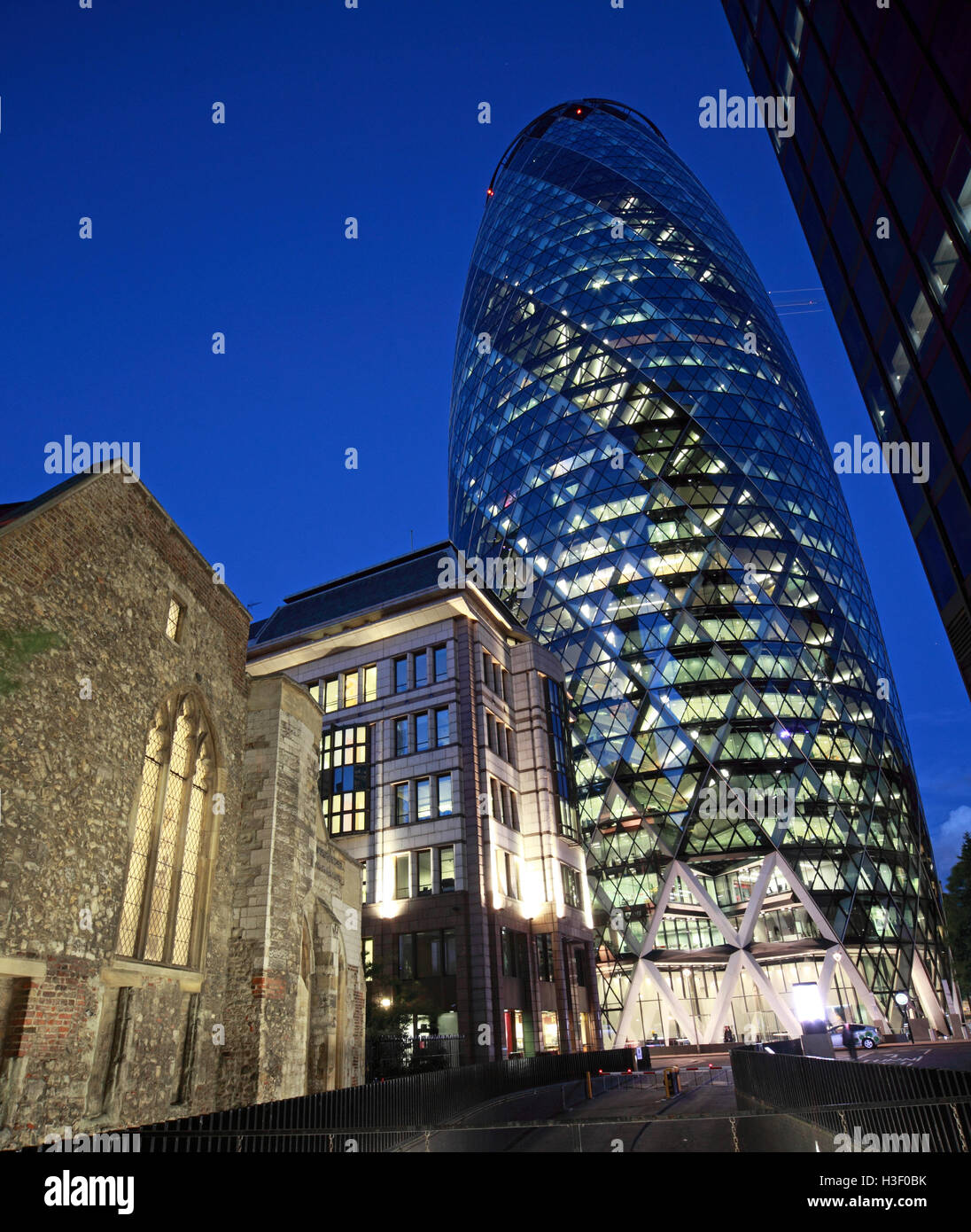 30 St Mary Axe,Gherkin,Swiss Re Building,City Of London,England at Dusk Stock Photo