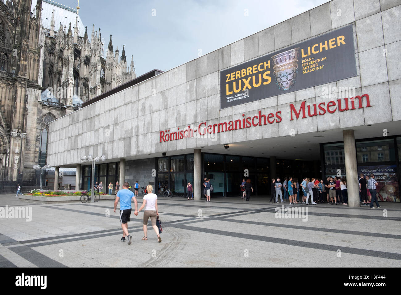 Students having a guided tour of the Romisch-Germanisches Museum, Cologne, Germany. - Stock Image
