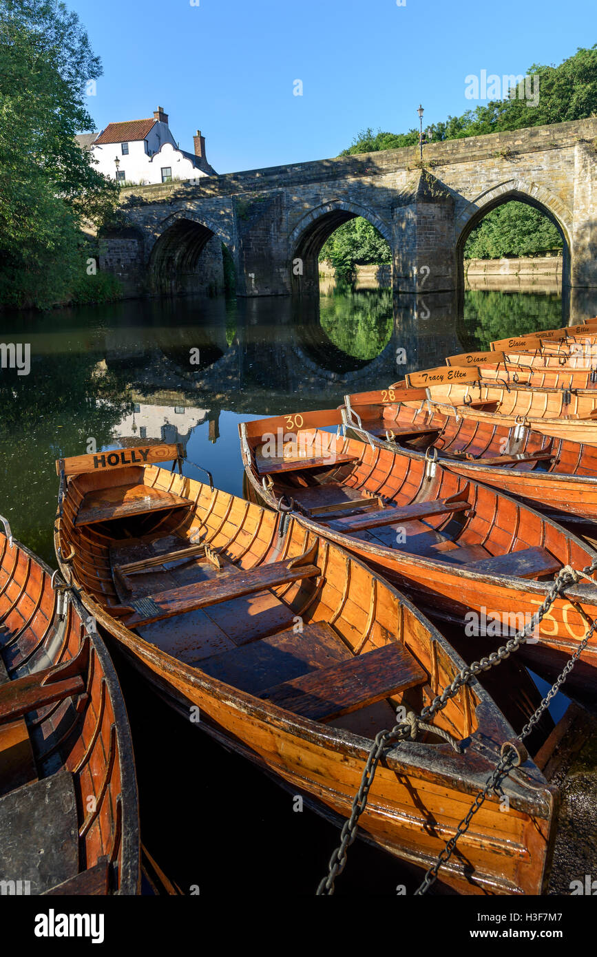 Rowing boats on River Wear and Elvet Bridge, Durham, County Durham, England, - Stock Image