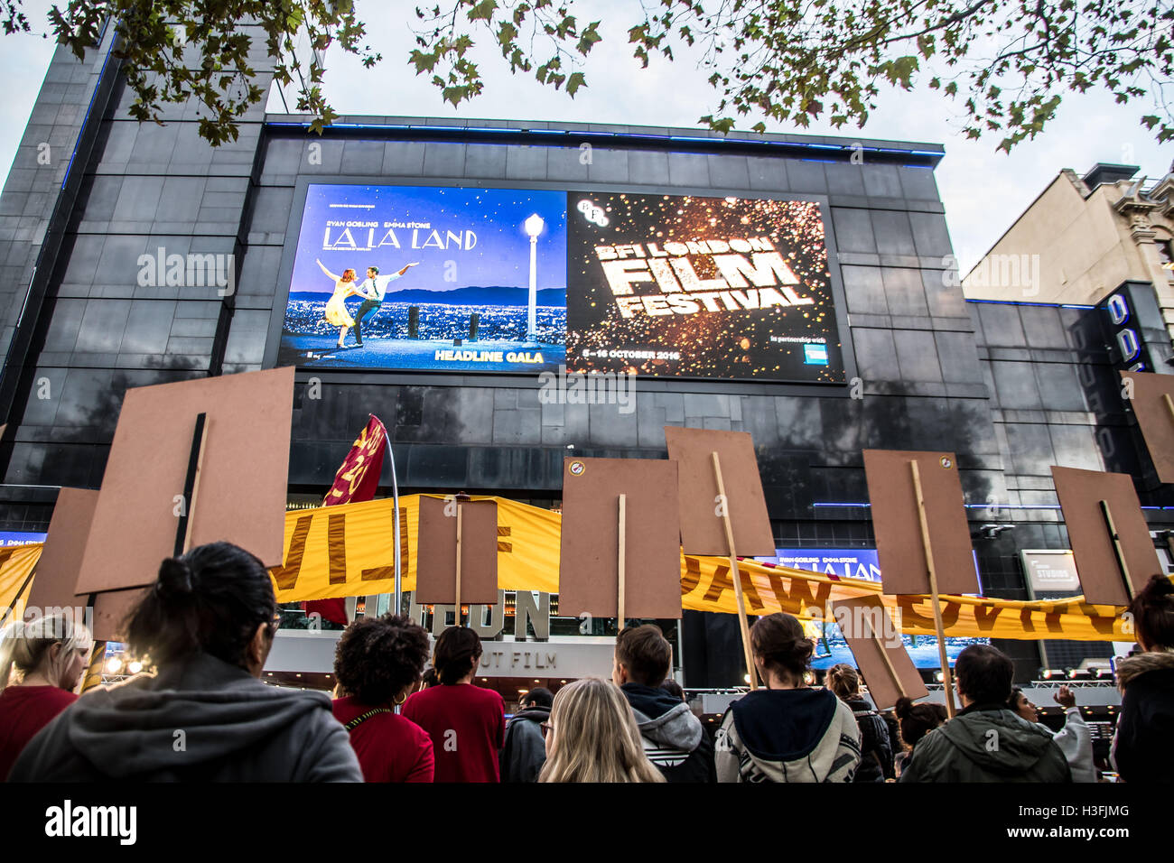 London, UK. 07th Oct, 2016. Ritzy Cinema workers disrupted the red carpet screening of the film 'La La Land' - Stock Image