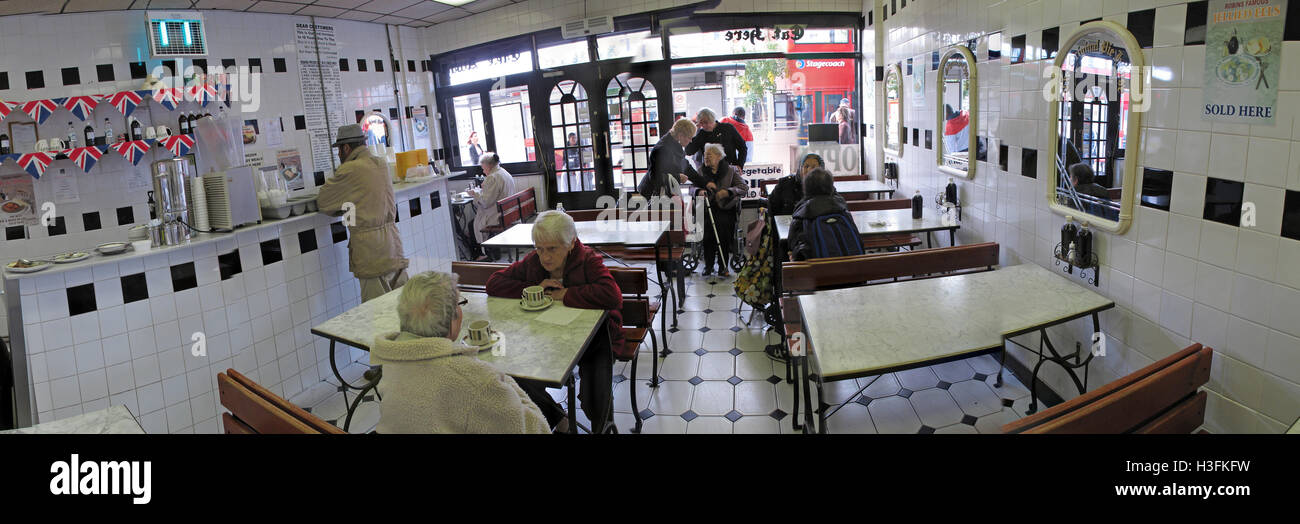 Inside Robins traditional Pie & Mash, Ilford Essex, Greater London, England panorama - Stock Image