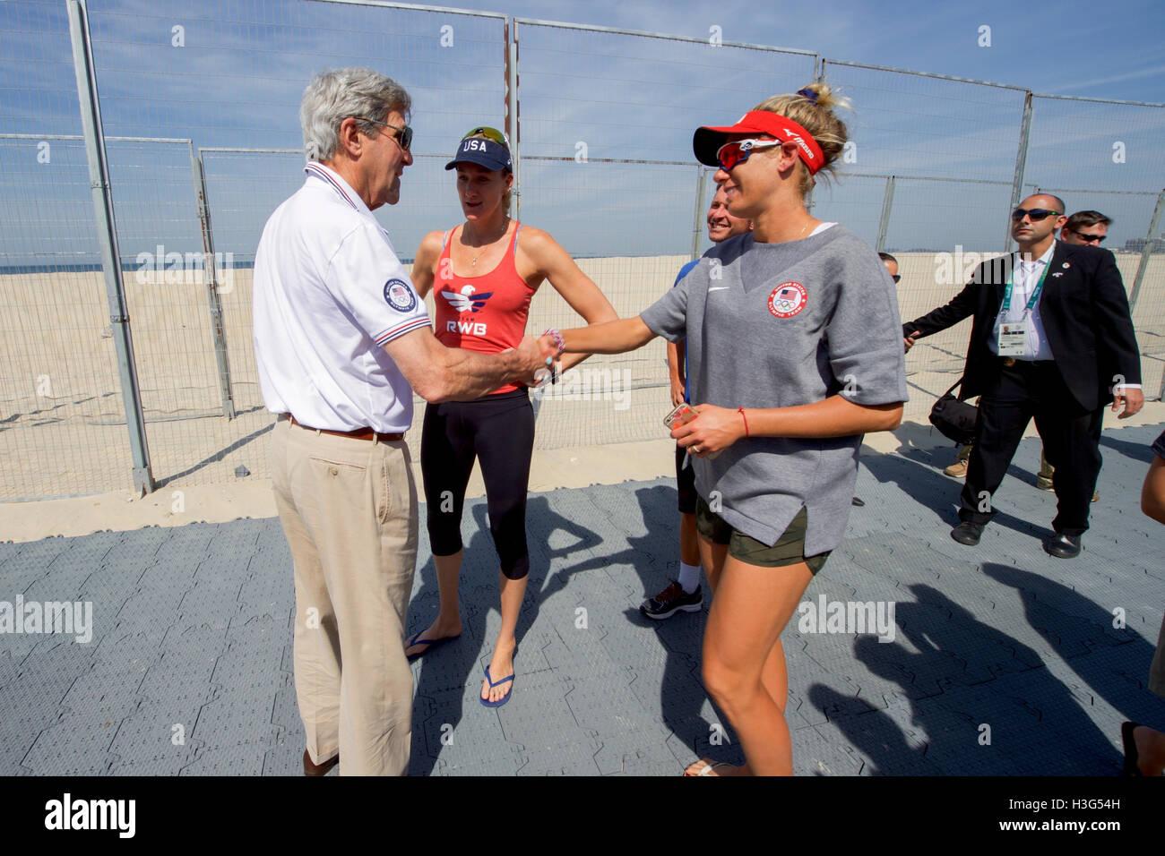 U S Secretary Of State John Kerry Speaks With U S Olympic Women S Stock Photo Alamy
