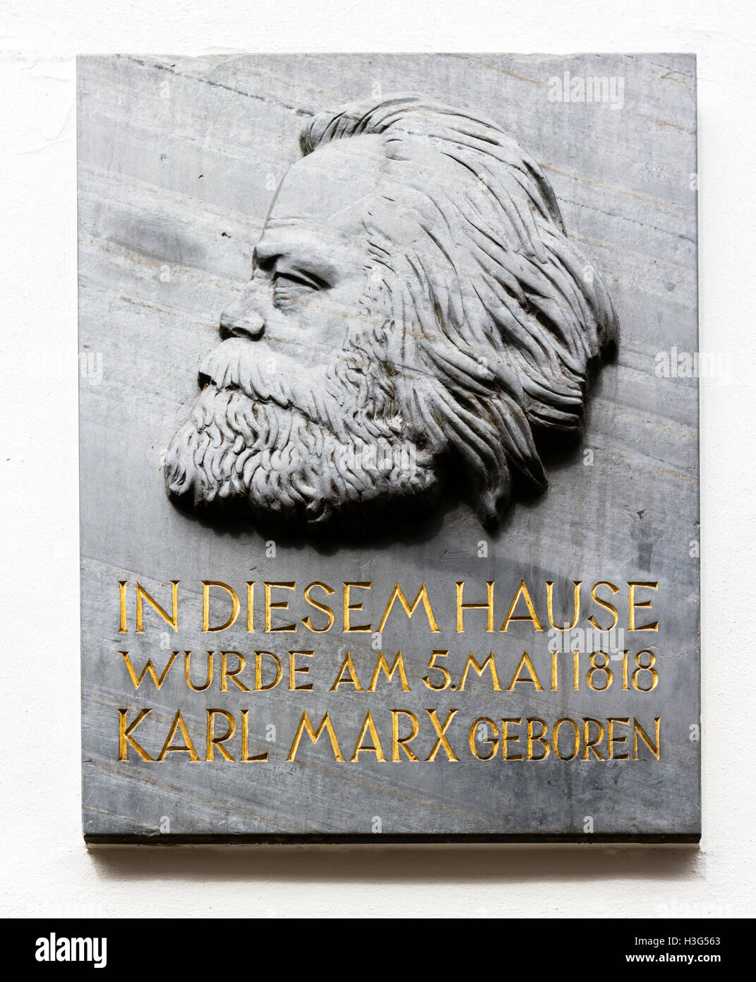 Plaque outside the Karl Marx House, where Karl Marx was born and grew up, Altstadt, Trier, Rhineland-Palatinate, - Stock Image