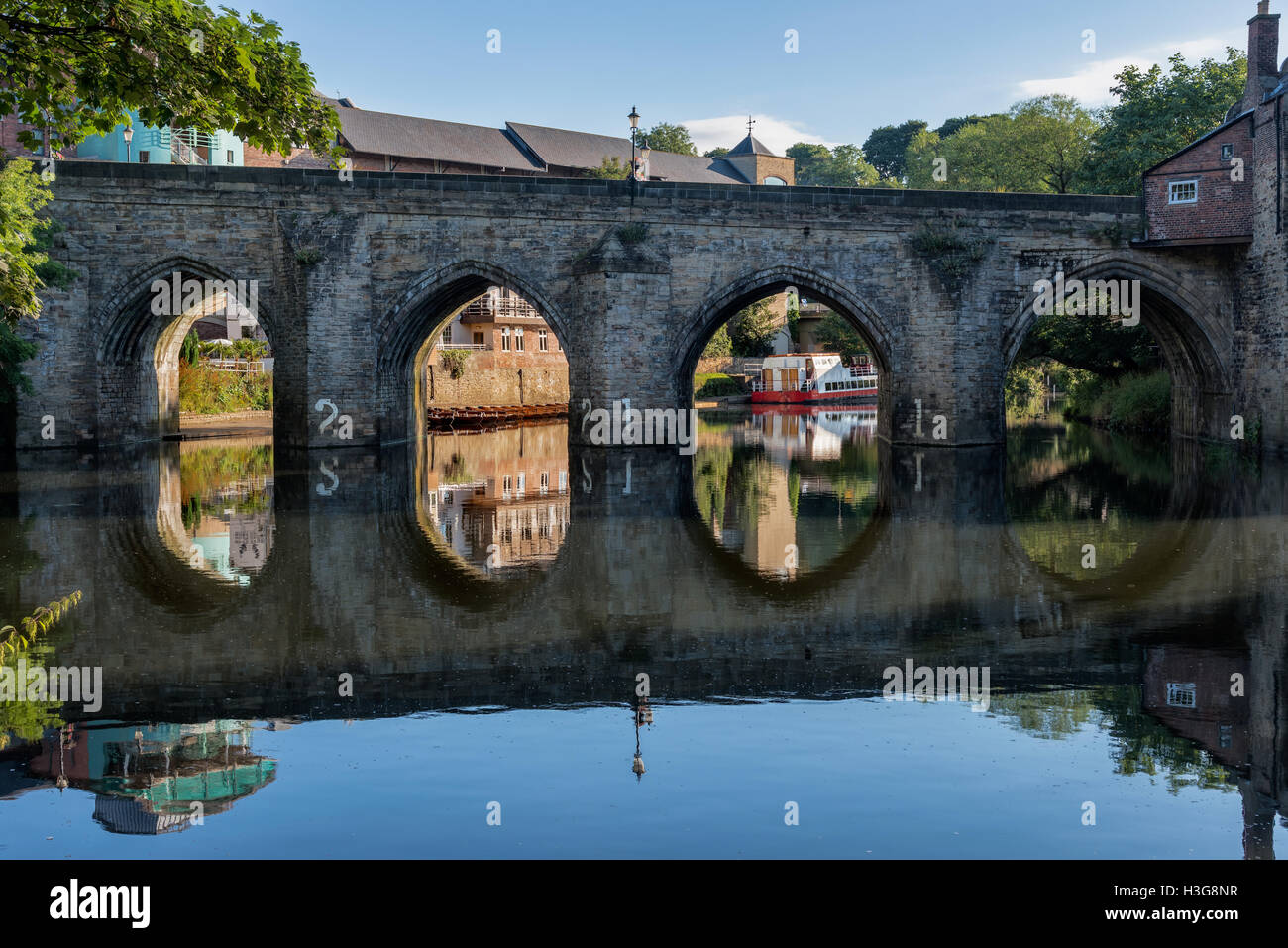 Old stone bridge crossing over River Wear running through the center of the Durham city, England. - Stock Image