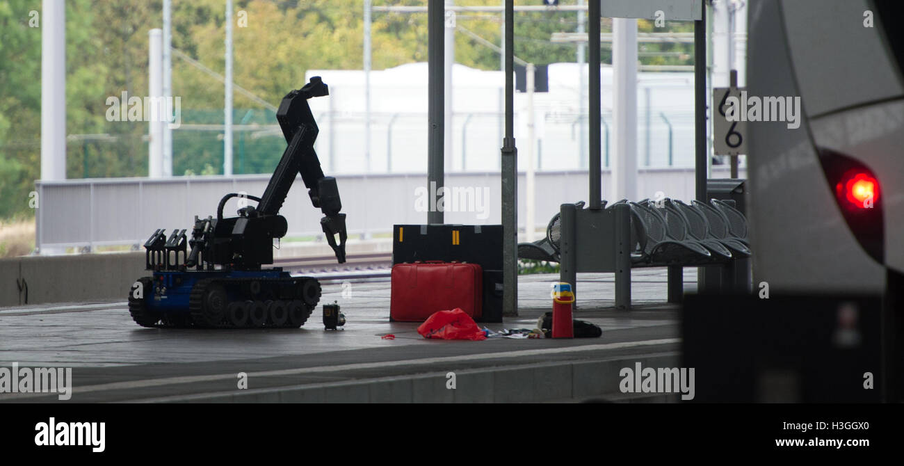 Saxony, Germany. 08th Oct, 2016. A remotely controlled bomb disposal robot approaches a red suitcase on a platform - Stock Image