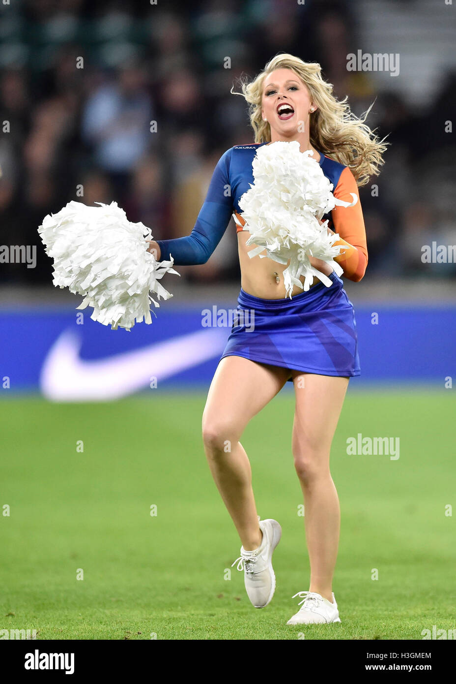 London, UK. 8th October, 2016. cheerleader Australia entertains the crowds during the half-time break at Rugby Championship - Stock Image