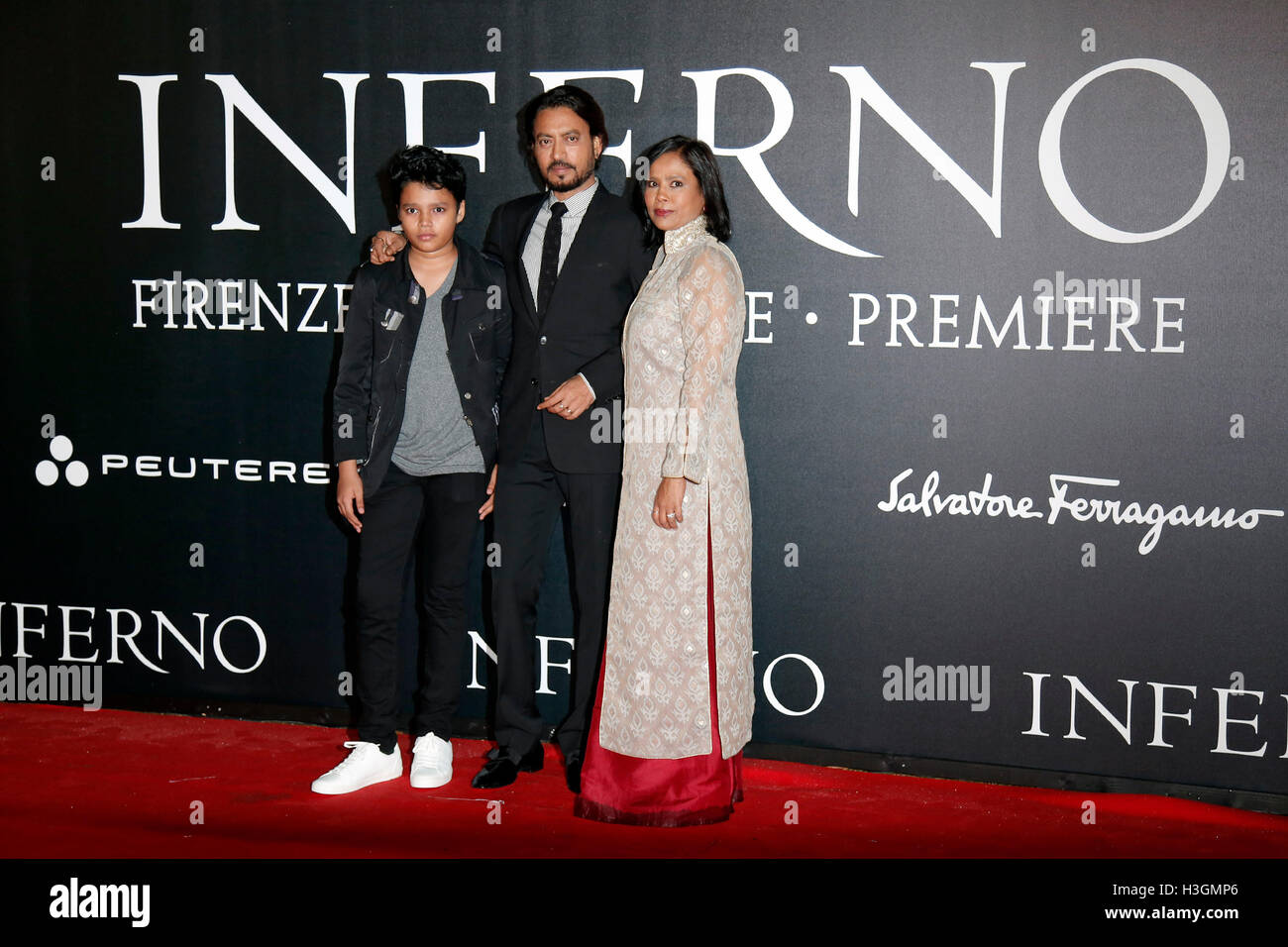 Florence, Italy. 8th October, 2016. Irrfan Khan with his wife and son Florence 8th October 2016. 'Inferno' - Stock Image