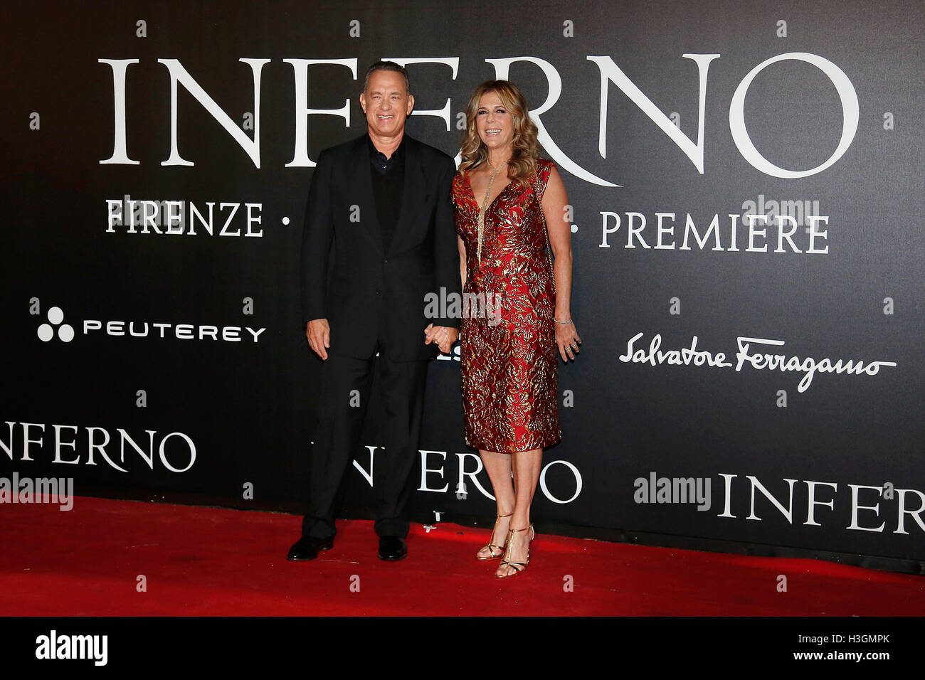 Florence, Italy. 8th October, 2016. Tom Hanks with his wife Rita Wilkson Florence 8th October 2016. 'Inferno' - Stock Image