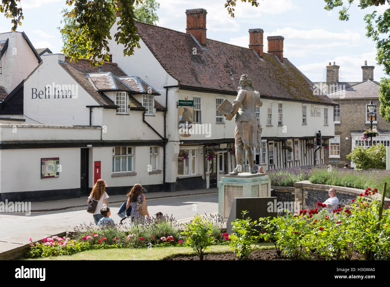 15th century The Bell Inn and Thomas Paine statue, King Street, Thetford, Norfolk, England, United Kingdom - Stock Image