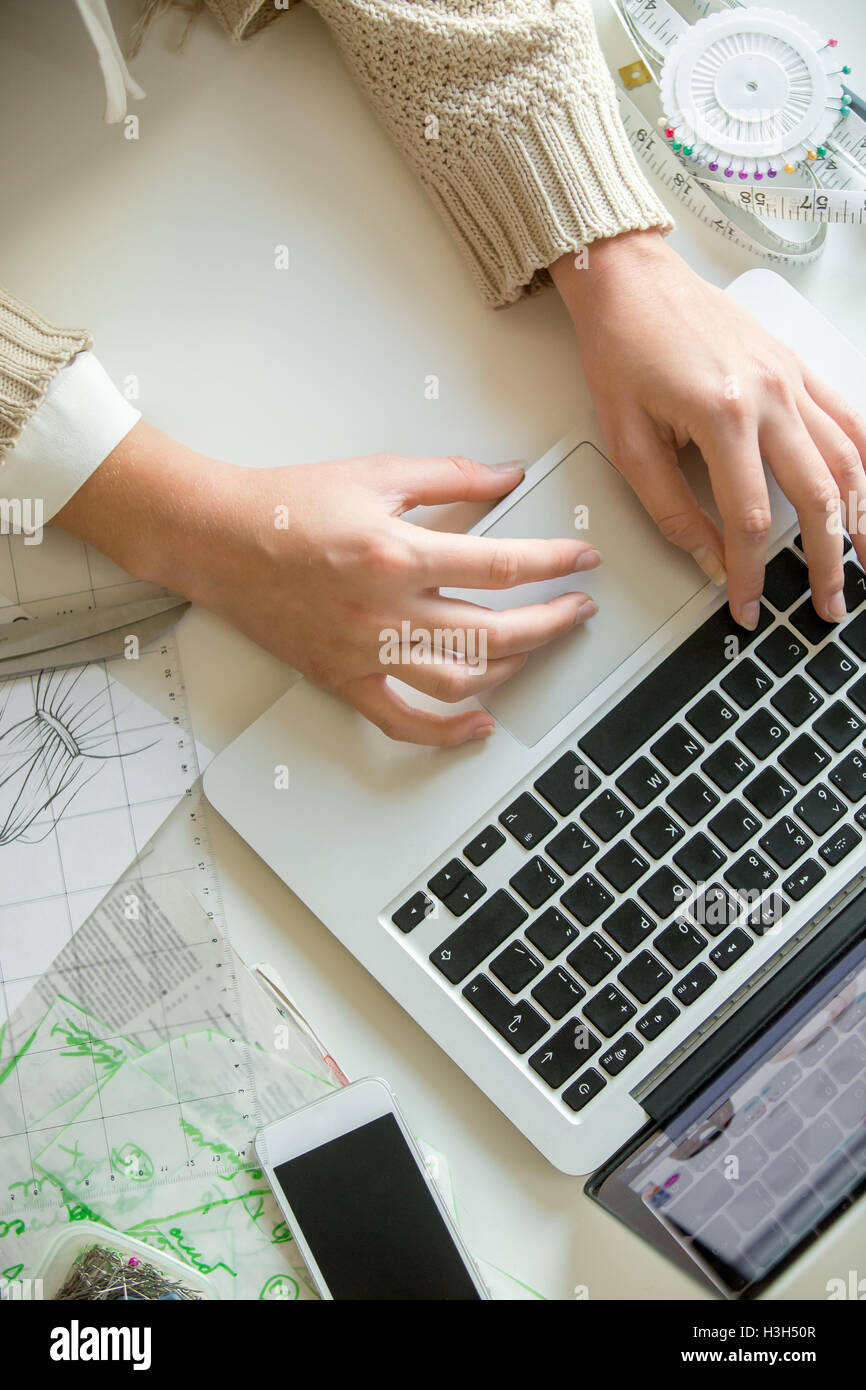 Hands working with a laptop - Stock Image