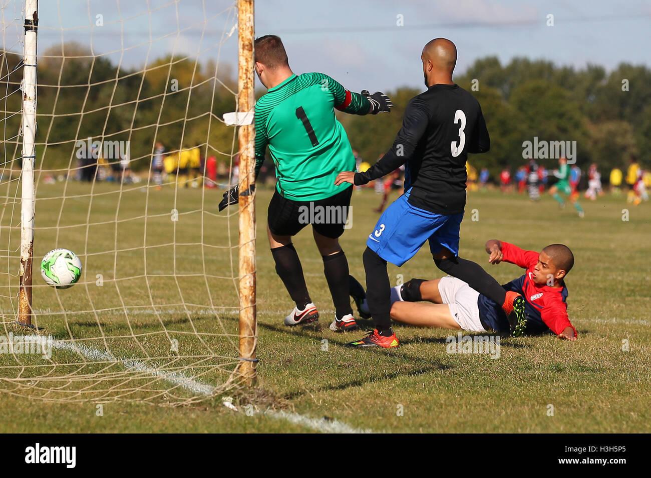Shakespeare (red/blue) vs FC Bartlett, Hackney & Leyton Sunday League Football at Hackney Marshes on 9th October - Stock Image