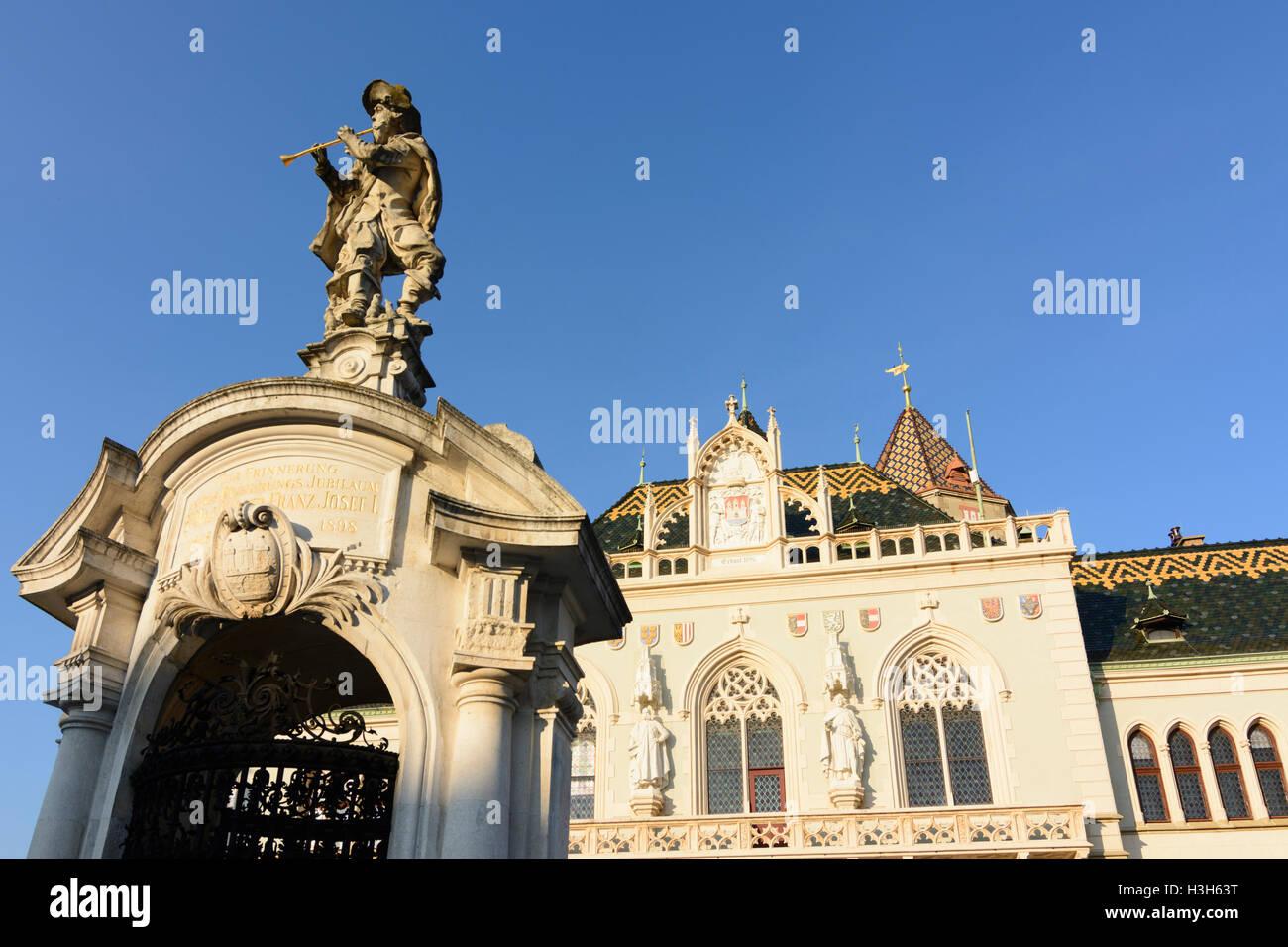 Korneuburg: Town Hall, City Tower, rat catcher fountain, Hauptplatz (Main Square), Donau, Niederösterreich, - Stock Image