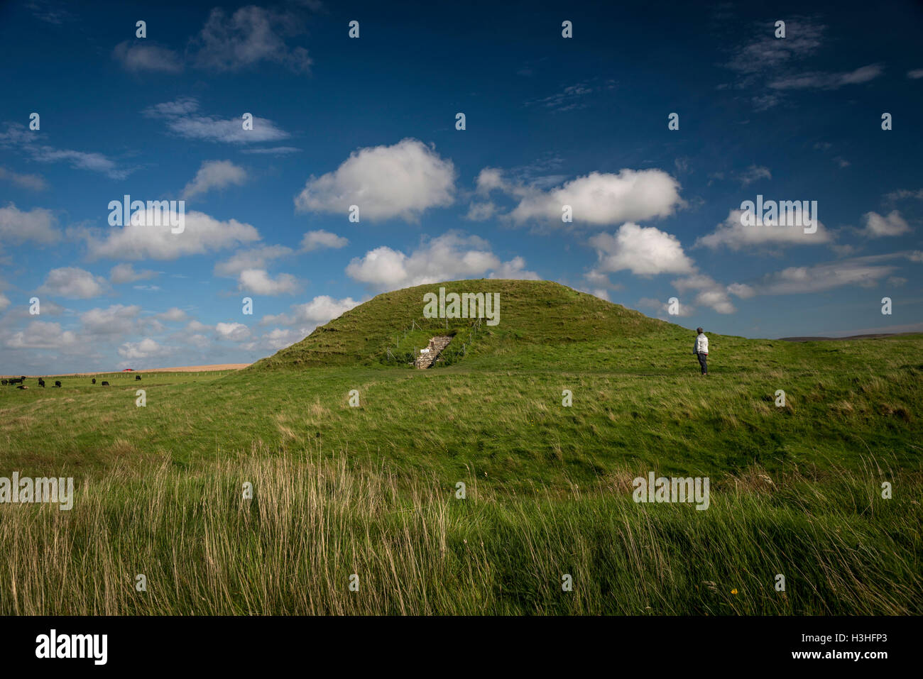 Maeshowe Neolithic chambered cairn on Mainland, Orkney, Scotland, UK Stock Photo