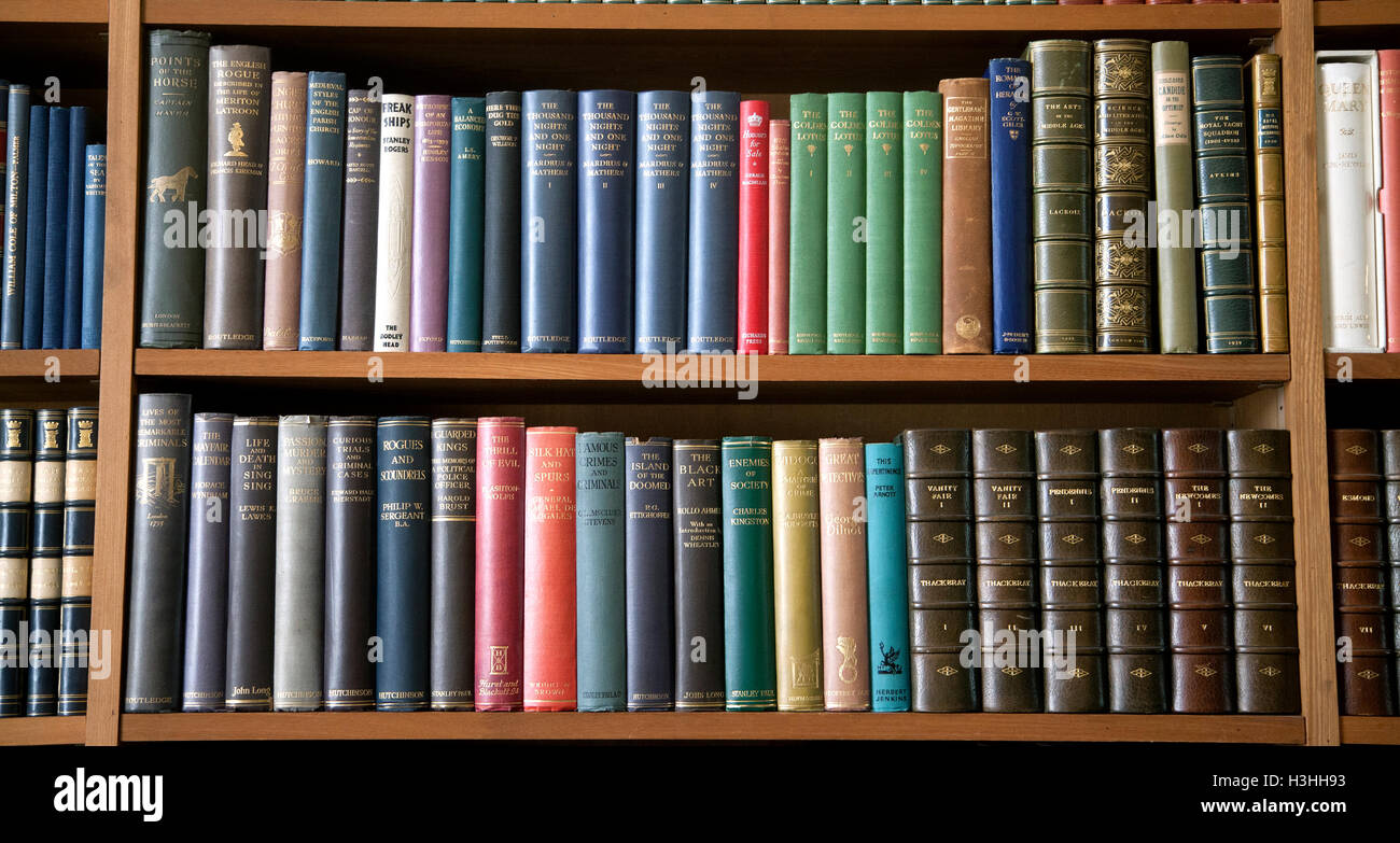 ANGLESEY ABBEY Spines in Bookshelf in library - Stock Image