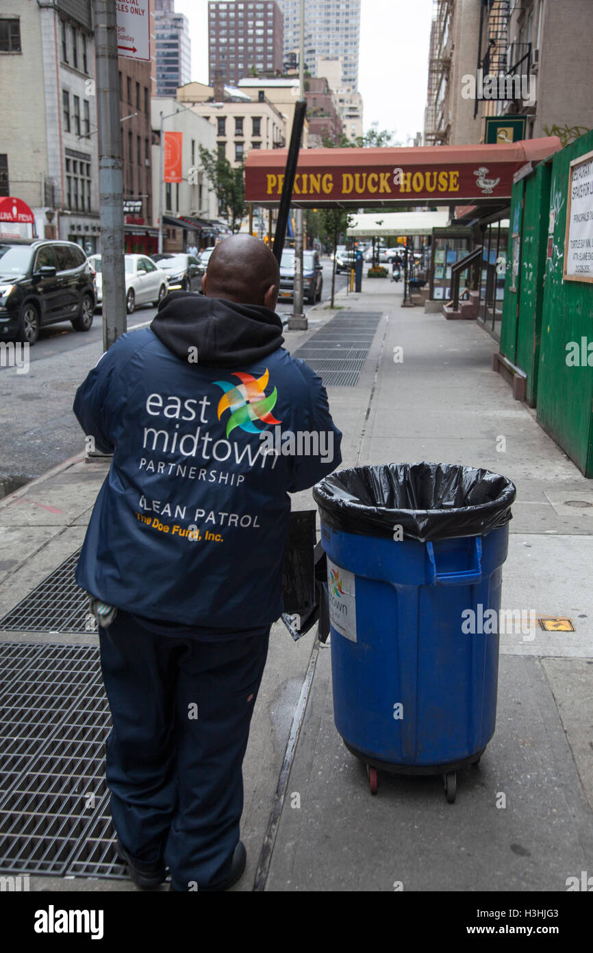 Custodial worker for the East Midtown Partnership sponsored by the DOE Fund employing formerly homeless men in NYC. - Stock Image