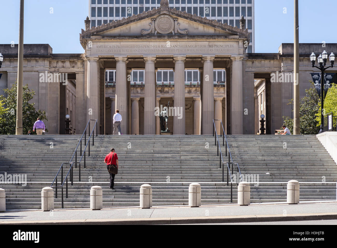 A view of the steps leading to War Memorial Auditorium in Nashville, Tennessee - Stock Image