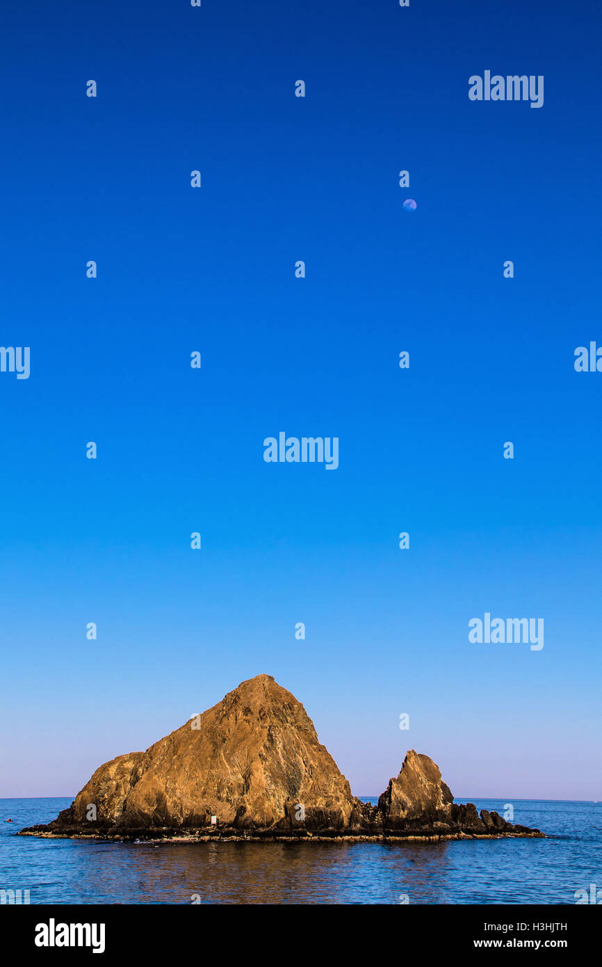 how to go snoopy island fujairah