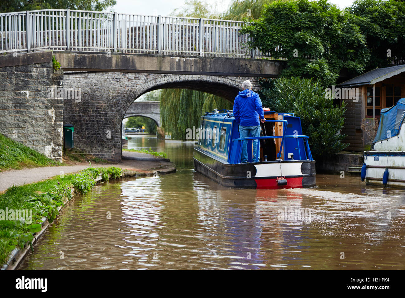 Canal boat going under bridges at Middlewich - Stock Image