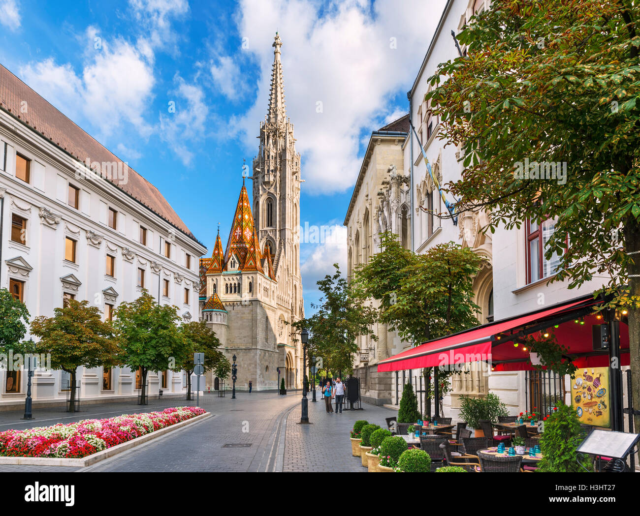Budapest, Buda, Hungary. Restaurant on Hess András tér looking towards Matthias Church, Buda Castle district, - Stock Image