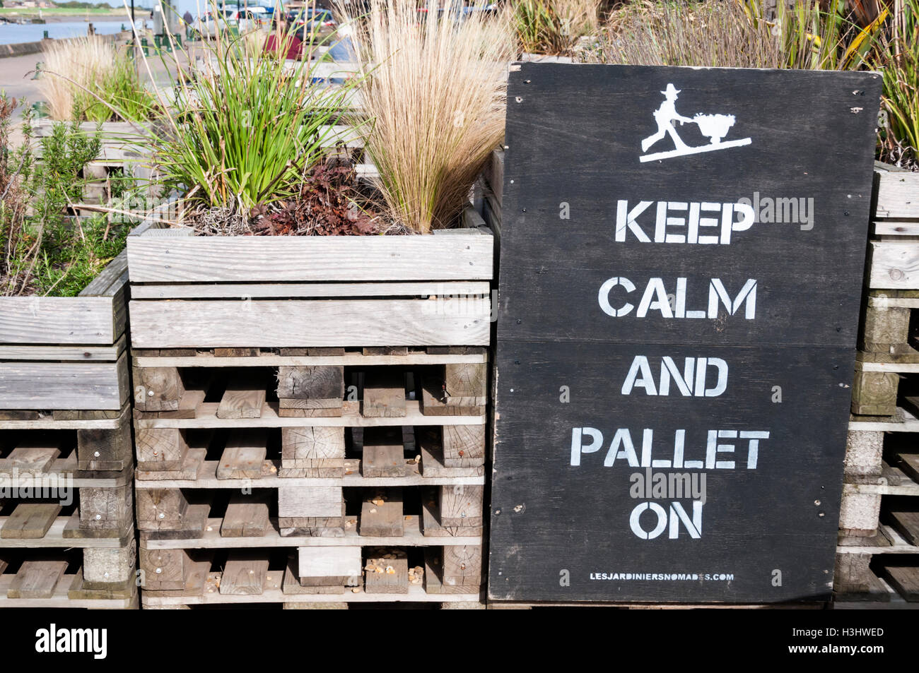 Keep Calm and Pallet On is a landscaping project in King's Lynn, Norfolk, by French collective Les Jardiniers - Stock Image