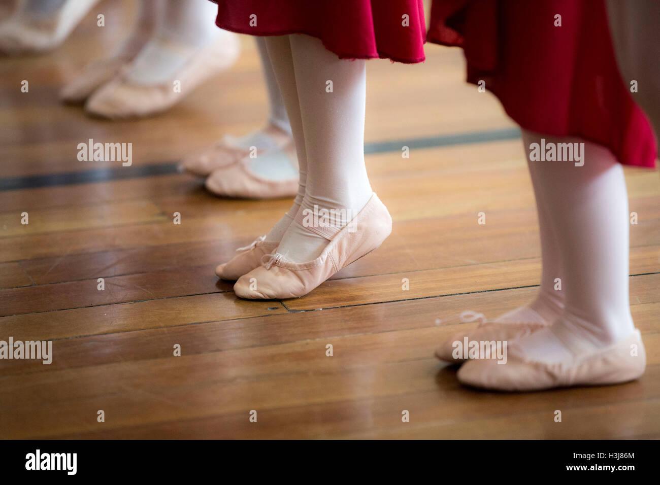 Ethnic mix of children at dance school - Stock Image