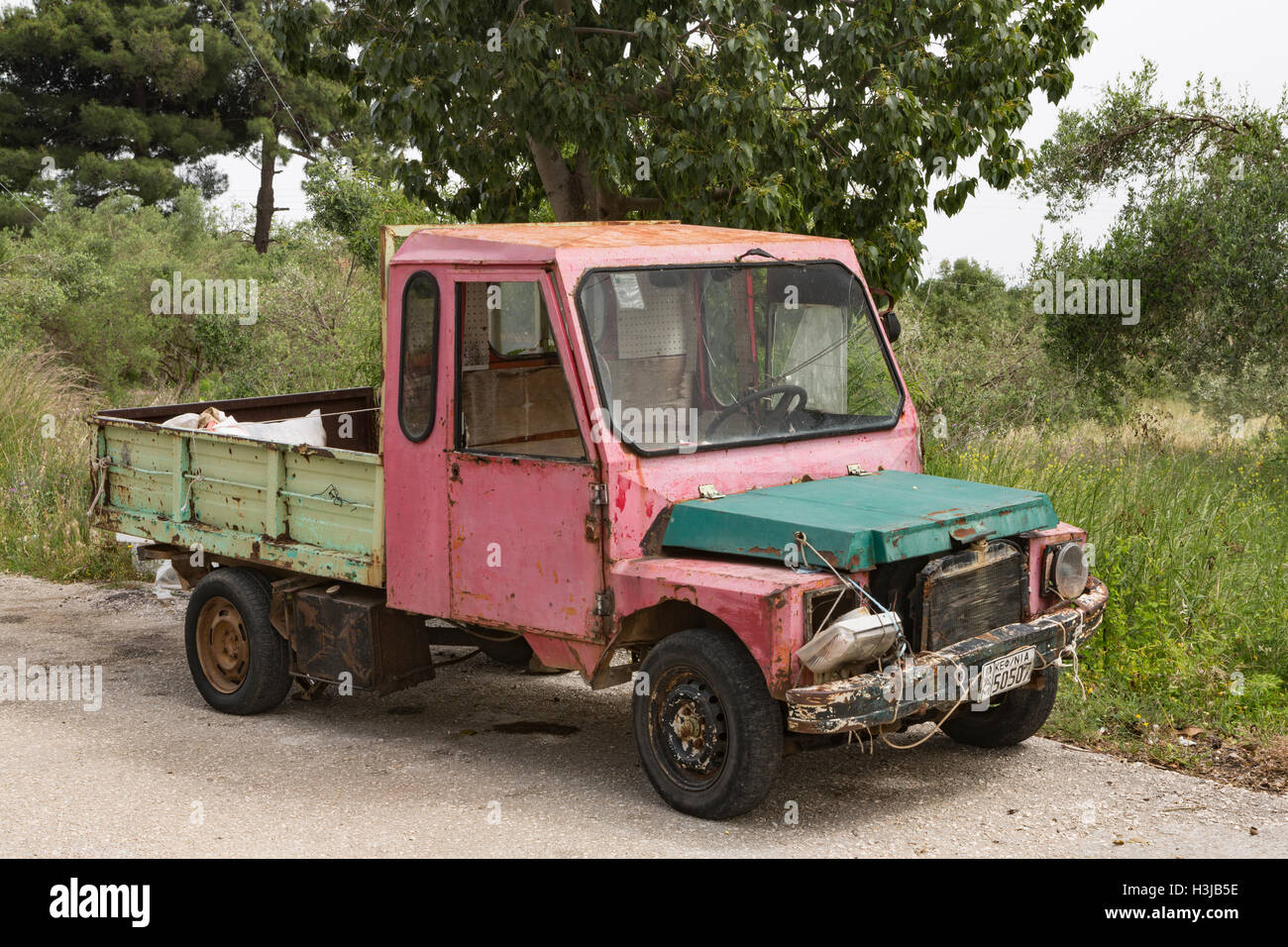 An old Greek Van has seen better days, Kefalonia, Greece. - Stock Image