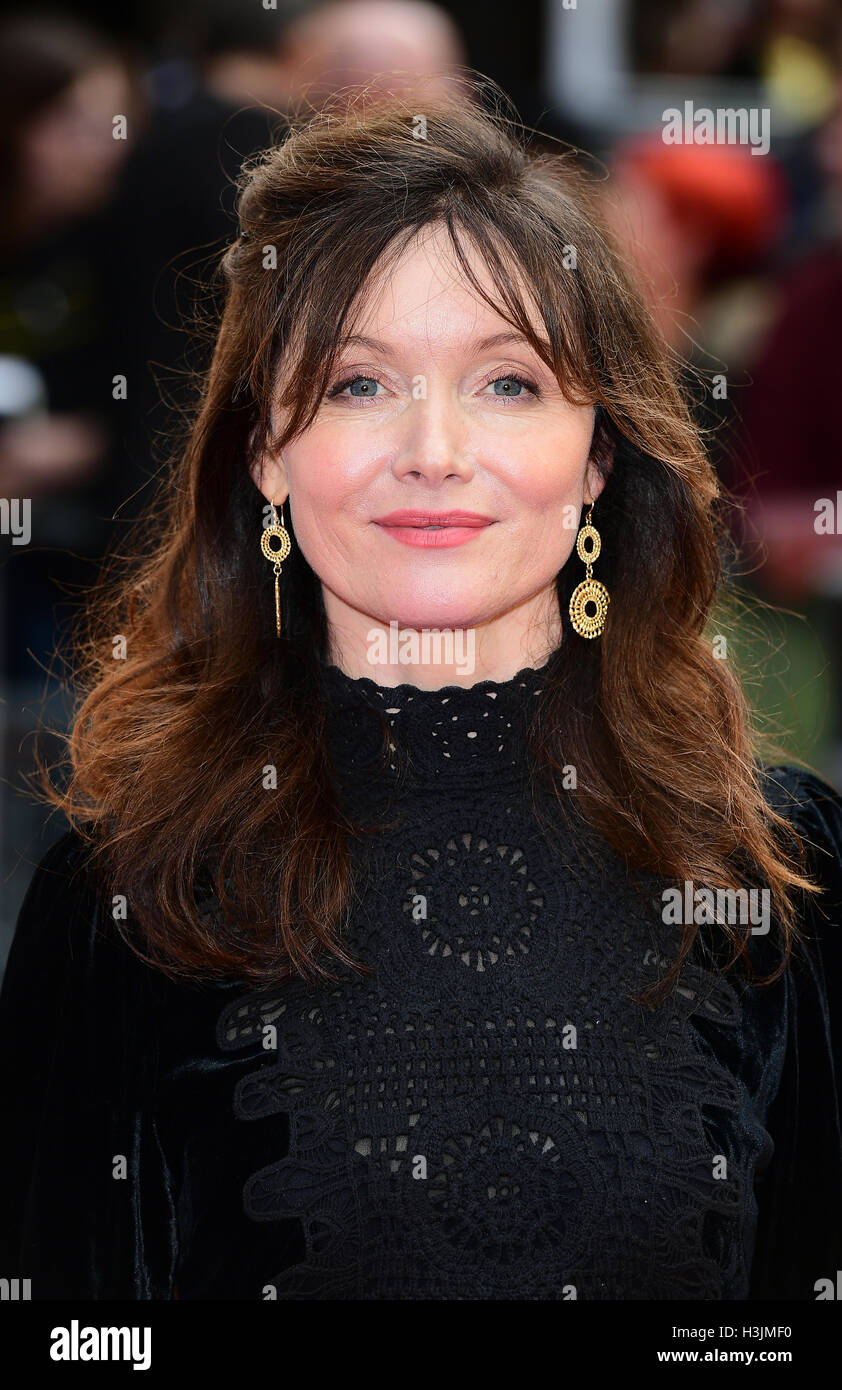 Essie Davis Nude Photos