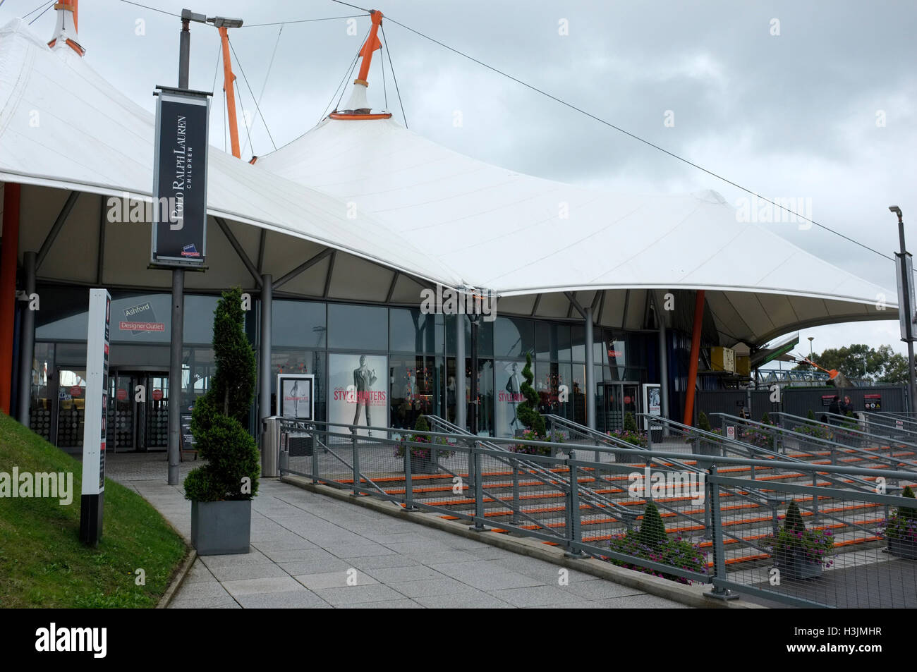 Ashford Designer Outlet Stock Photos & Ashford Designer Outlet Stock Images - Alamy