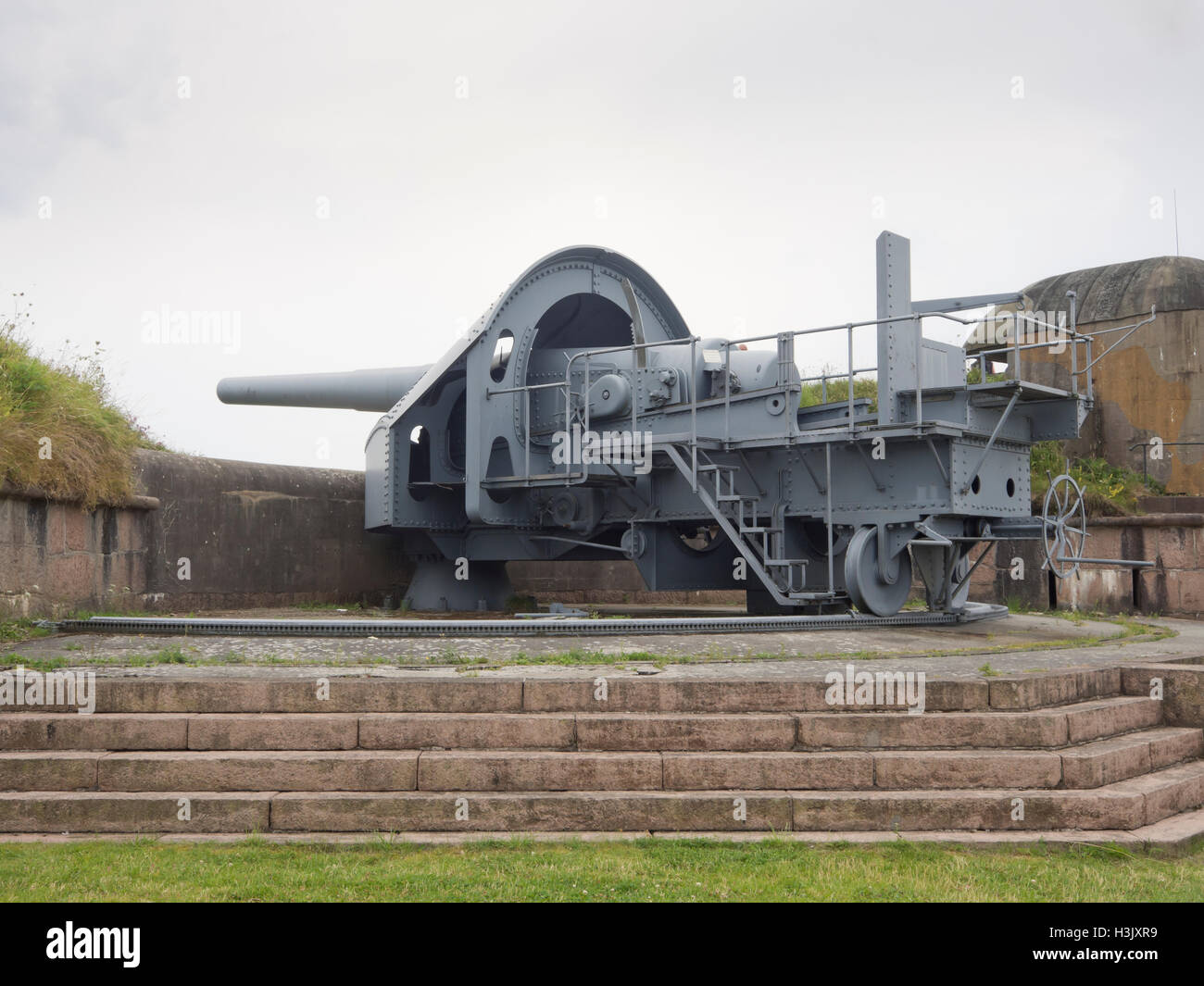 One of three 28 cm main battery guns at Oscarsborg fortress in  the Oslo fjord Norway, manufactured by the German - Stock Image