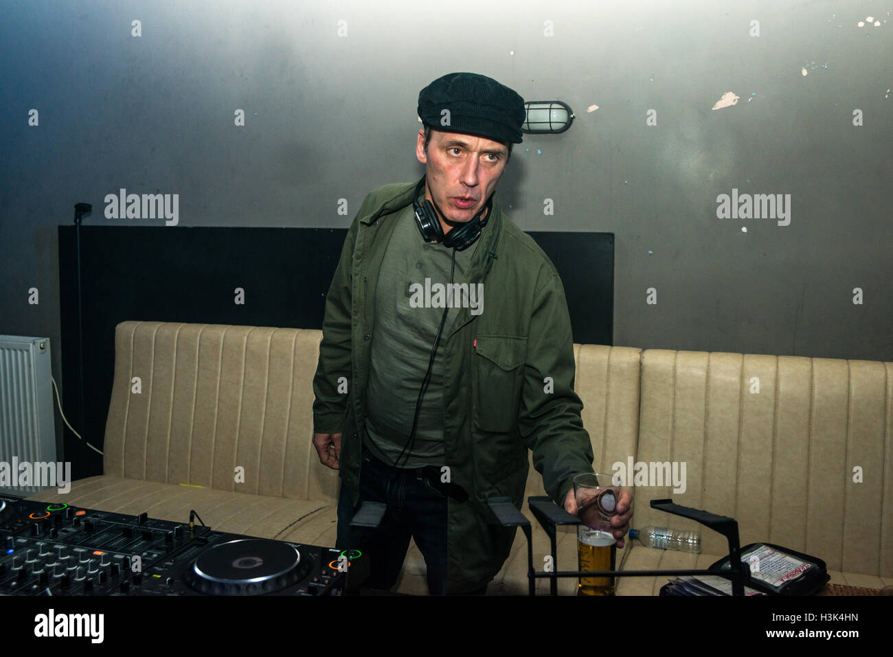 London UK, 8th October 2016. Oasis and Noel Gallagher's tour DJ Phil Smith djing at This Feeling Presents, Nambucca, London. Credit:  Alberto Pezzali/Alamy Live news Stock Photo