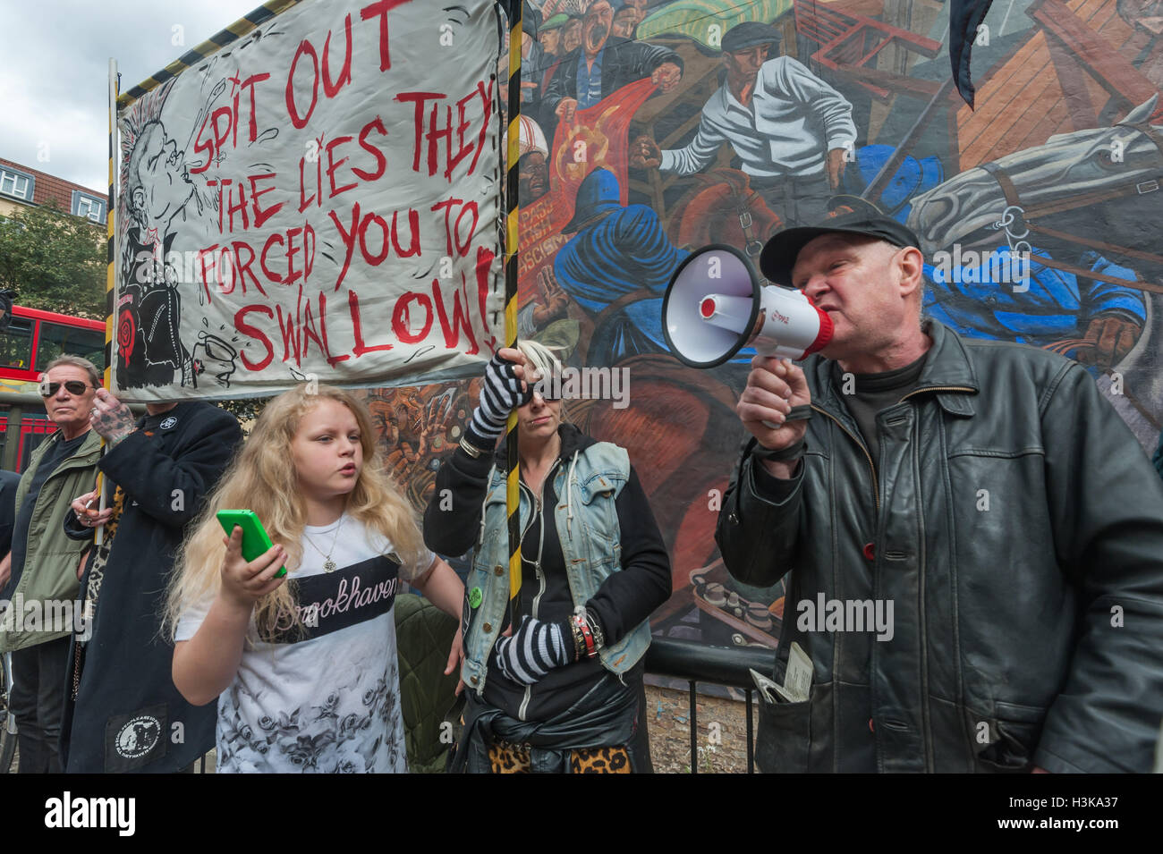London, UK. 9th October 2016. Anarchist and local resident Martin Wright speaks at the Class War rally in front - Stock Image