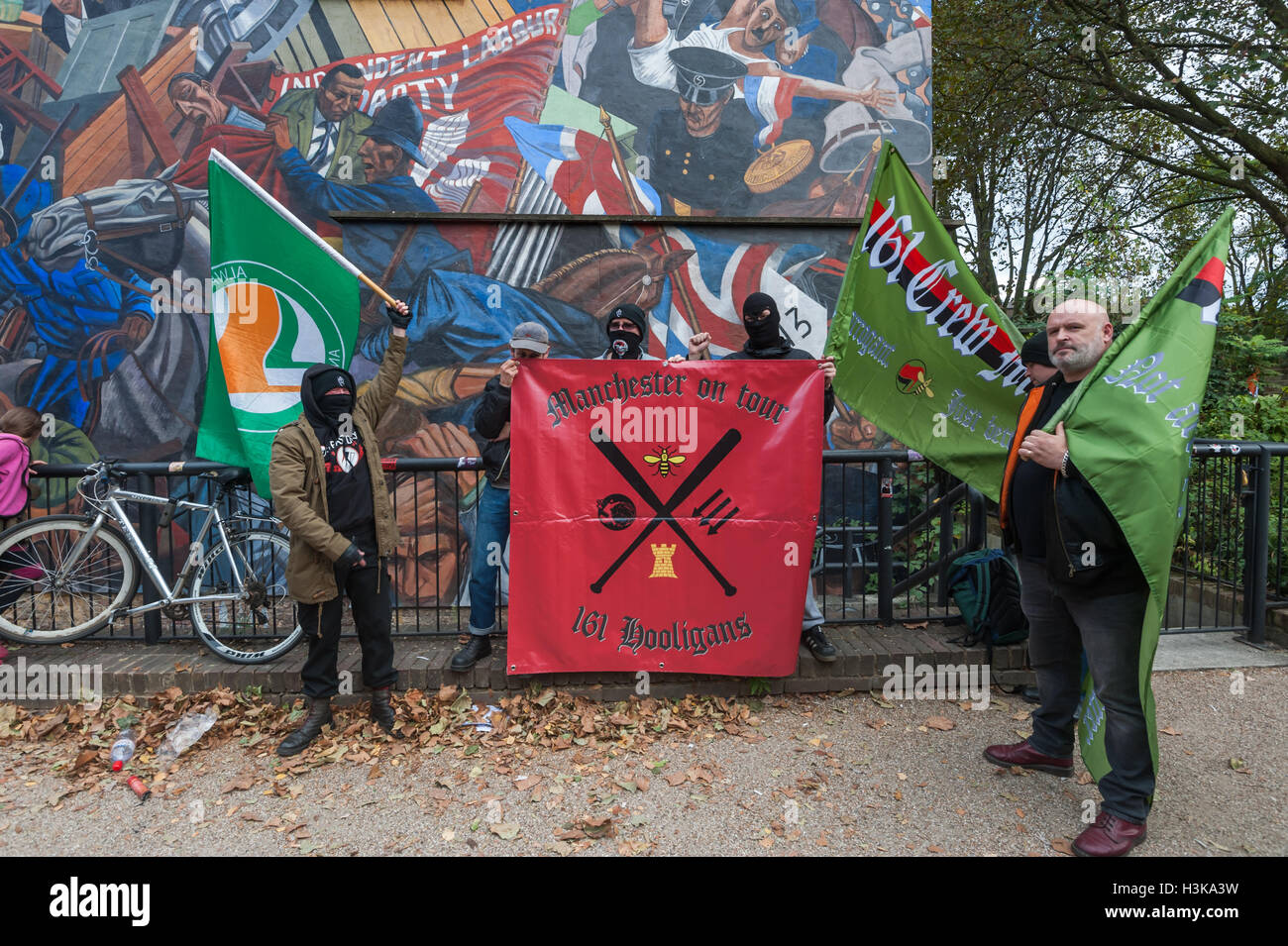 London, UK. 9th October 2016. Anti-fascist group Manchester on Tour pose with their banner in front of the Cable - Stock Image