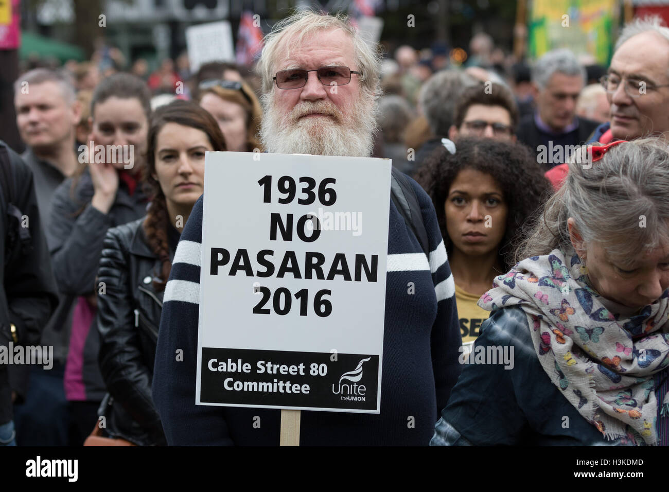 London, UK. 9th October 2016. Socialists, Trade Unionists, Jewish and anti racism groups take part in a march and - Stock Image