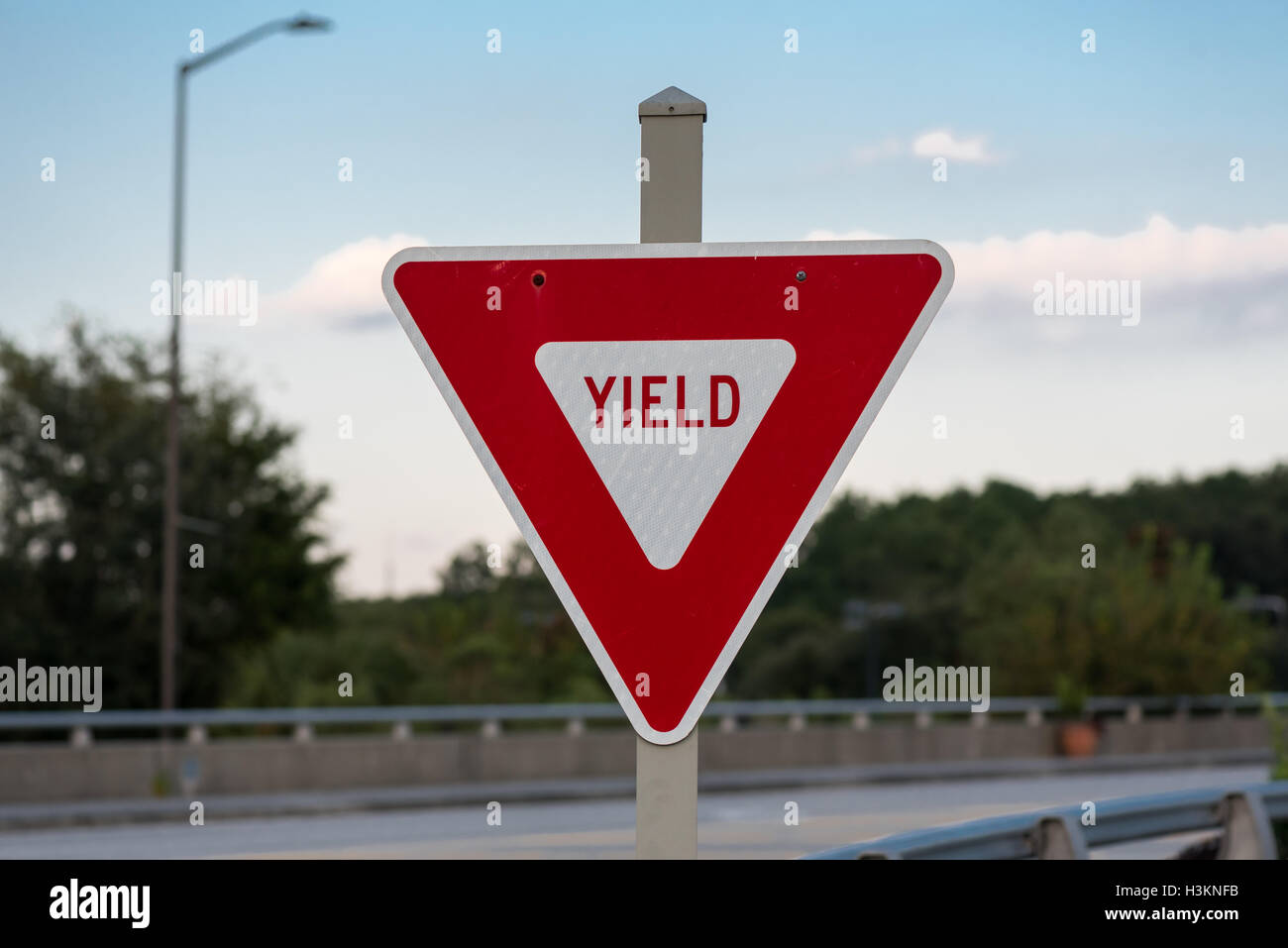 Yield Sign on Bridge in red instead of yellow - Stock Image