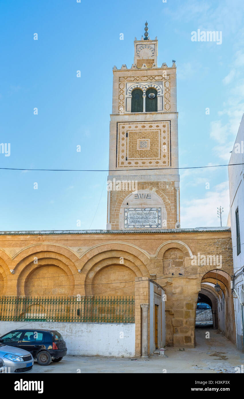 The medieval mosque with the arched wall and high rectangular minaret, Tunis, Tunisia. - Stock Image