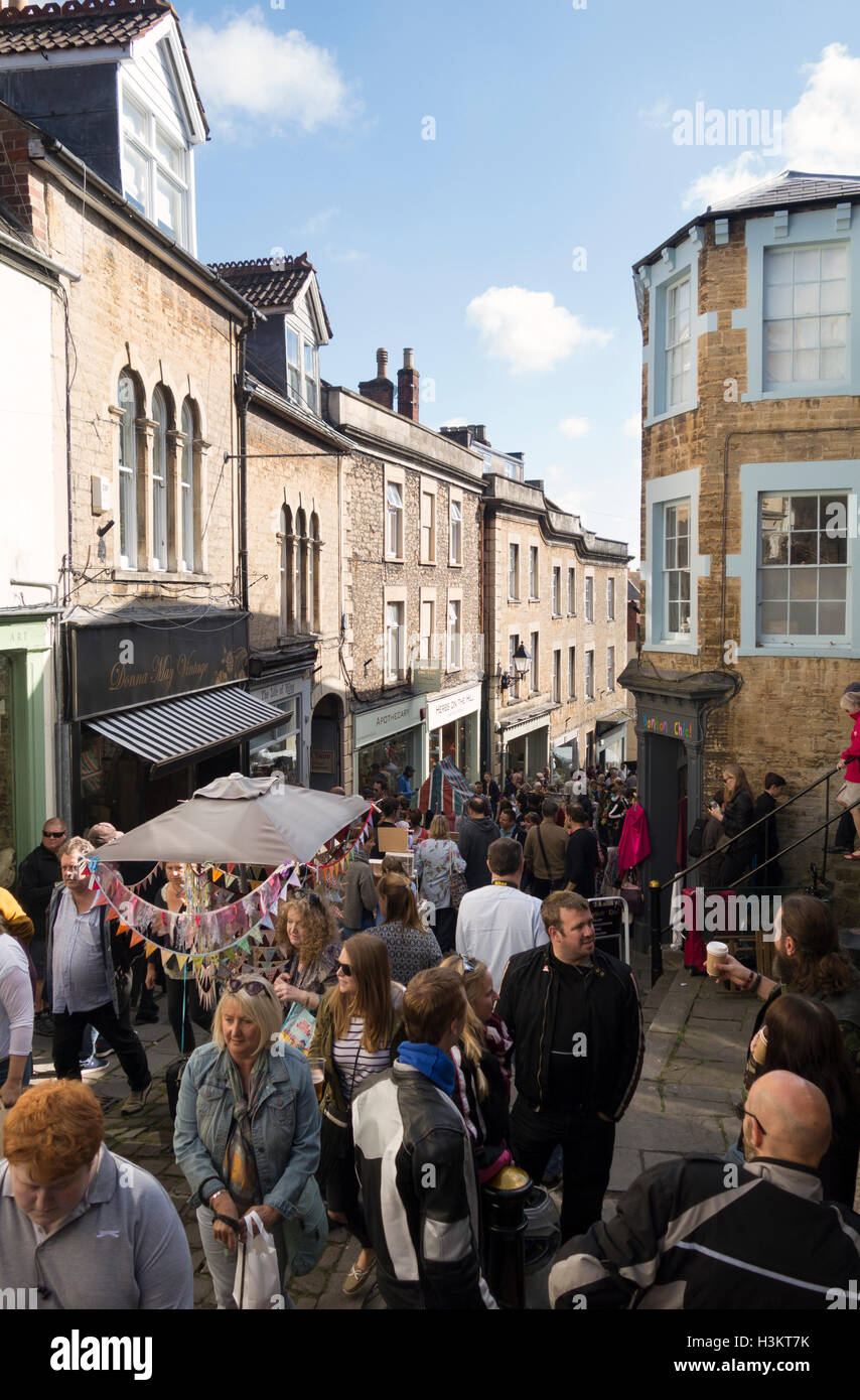 Frome Sunday Vintage and Artisan market, St Catherine Hill, Frome, Somerset - Stock Image