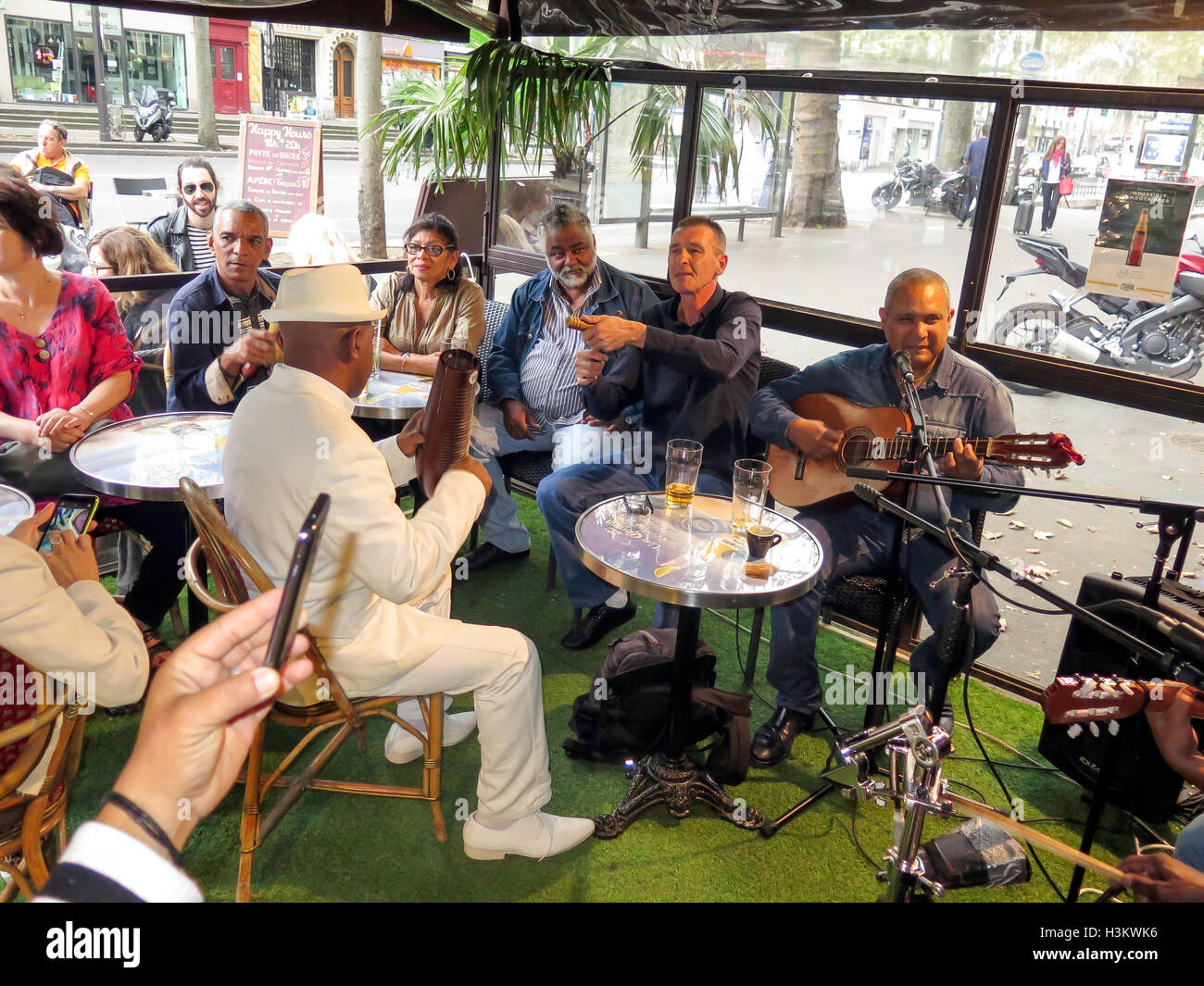 People drinking at night in the Interior of the Café Paris bar, Havana Cuba, Caribbean, example of cuban culture - Stock Image